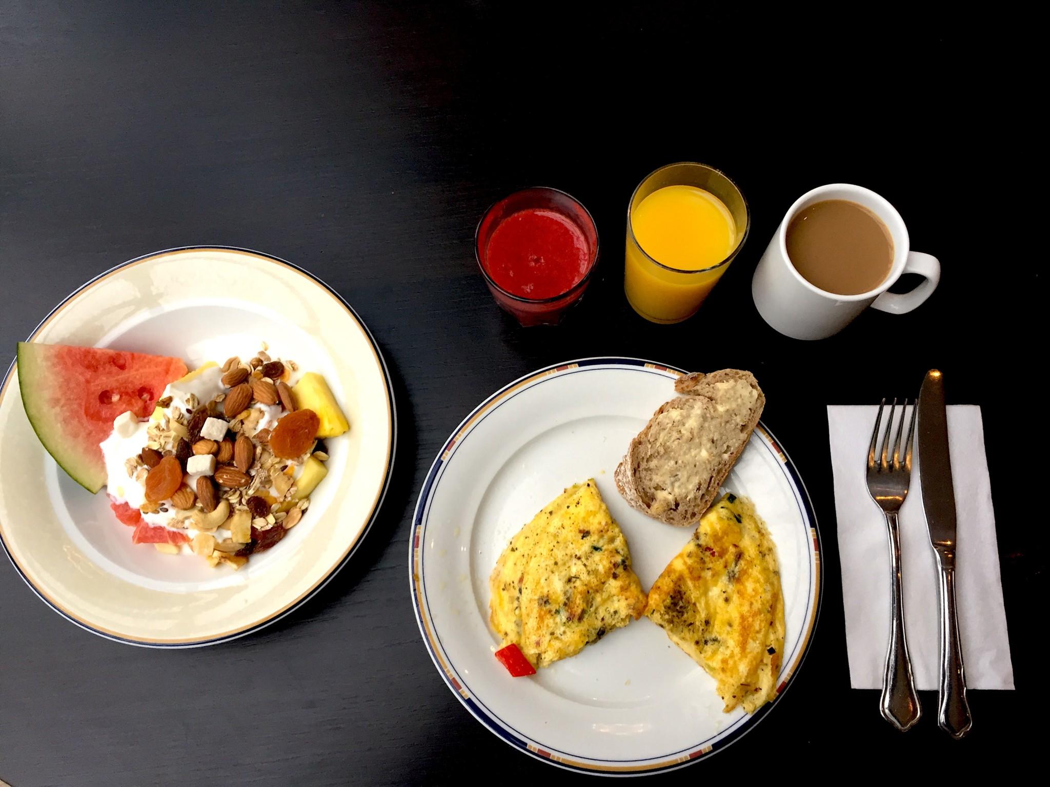 Jeg elsker en god hotellfrokost, og likte at Quality Hotel hadde Rørosmelk på tap, økologisk eplejuice og omelett med valgfritt fyll.