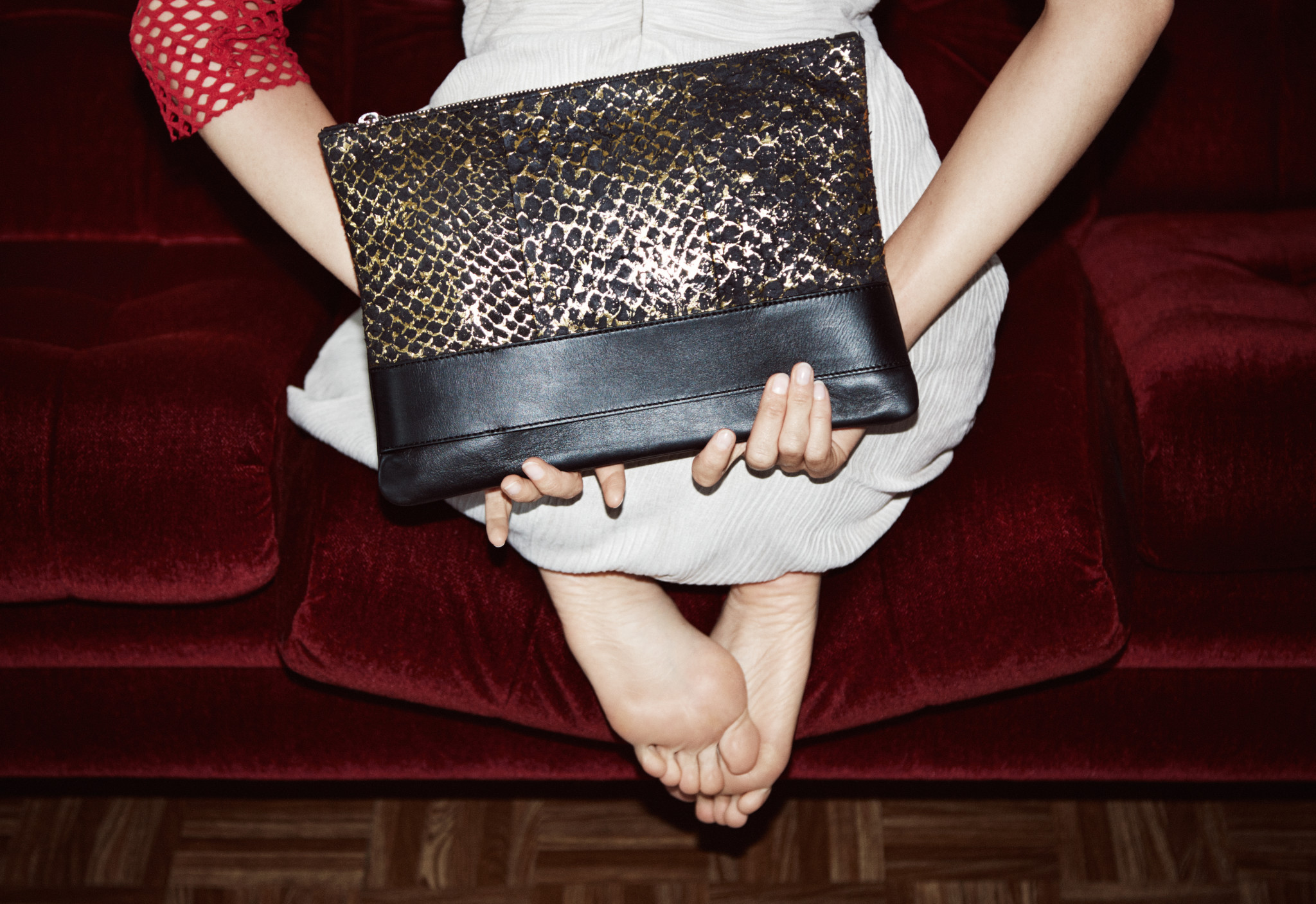gold-clutch-fish-leather-eben-handbags