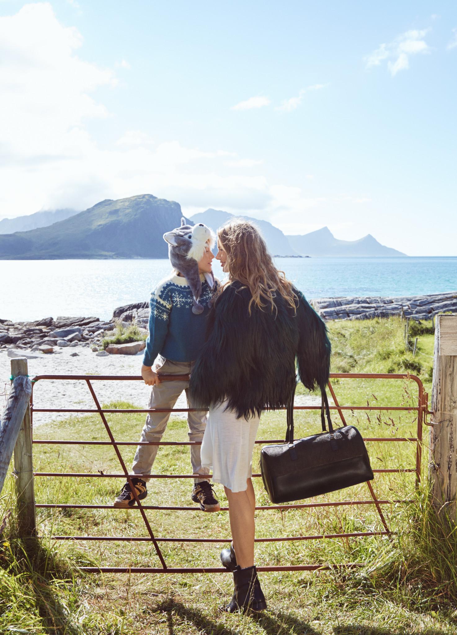 mother-son-eben-handbags-lofoten
