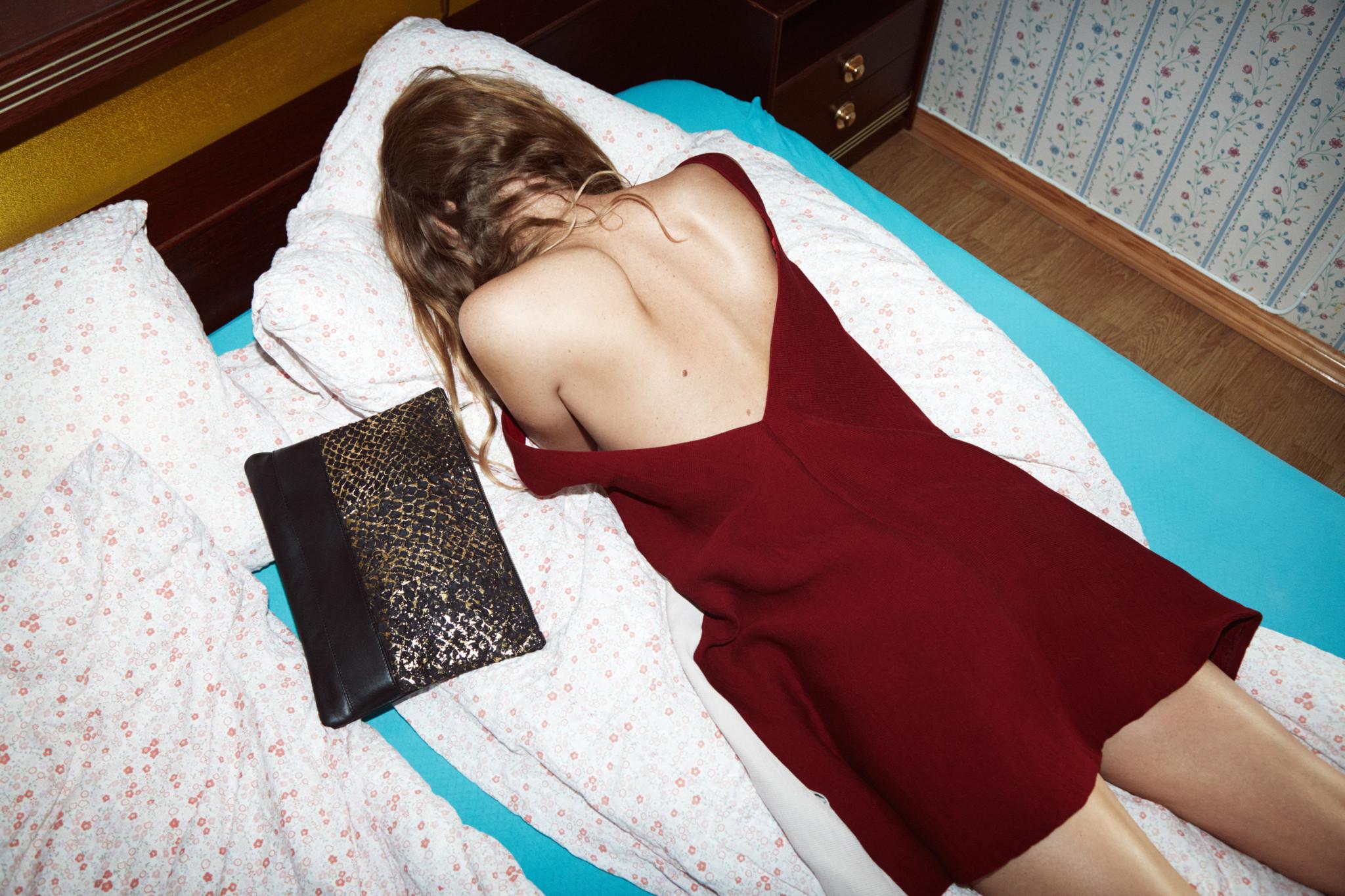 eben-handbags-gold-clutch-lofoten