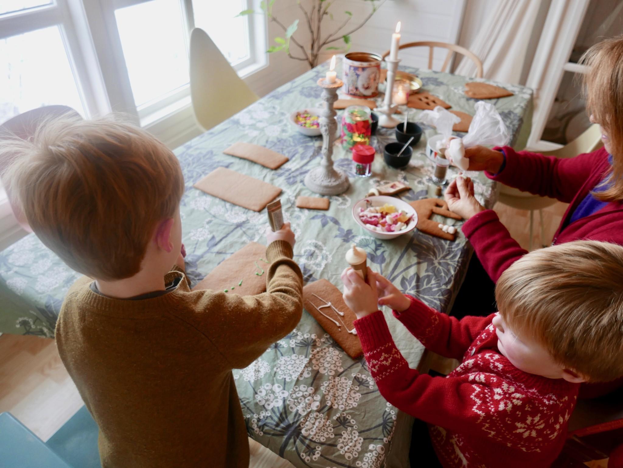 pepperkaker-dekorasjon-hus-gingerbread