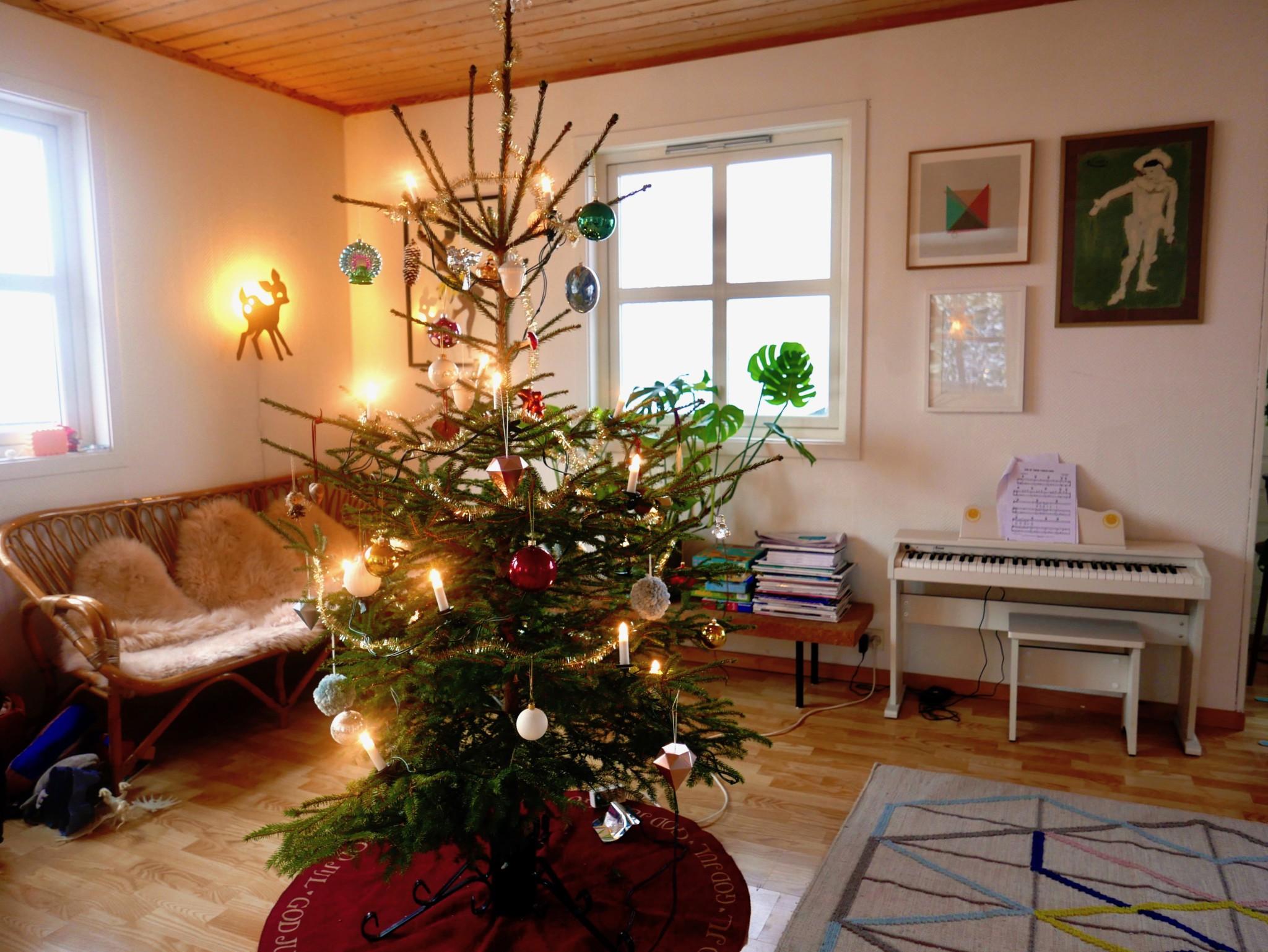 juletre-pyntet-christmas-tree