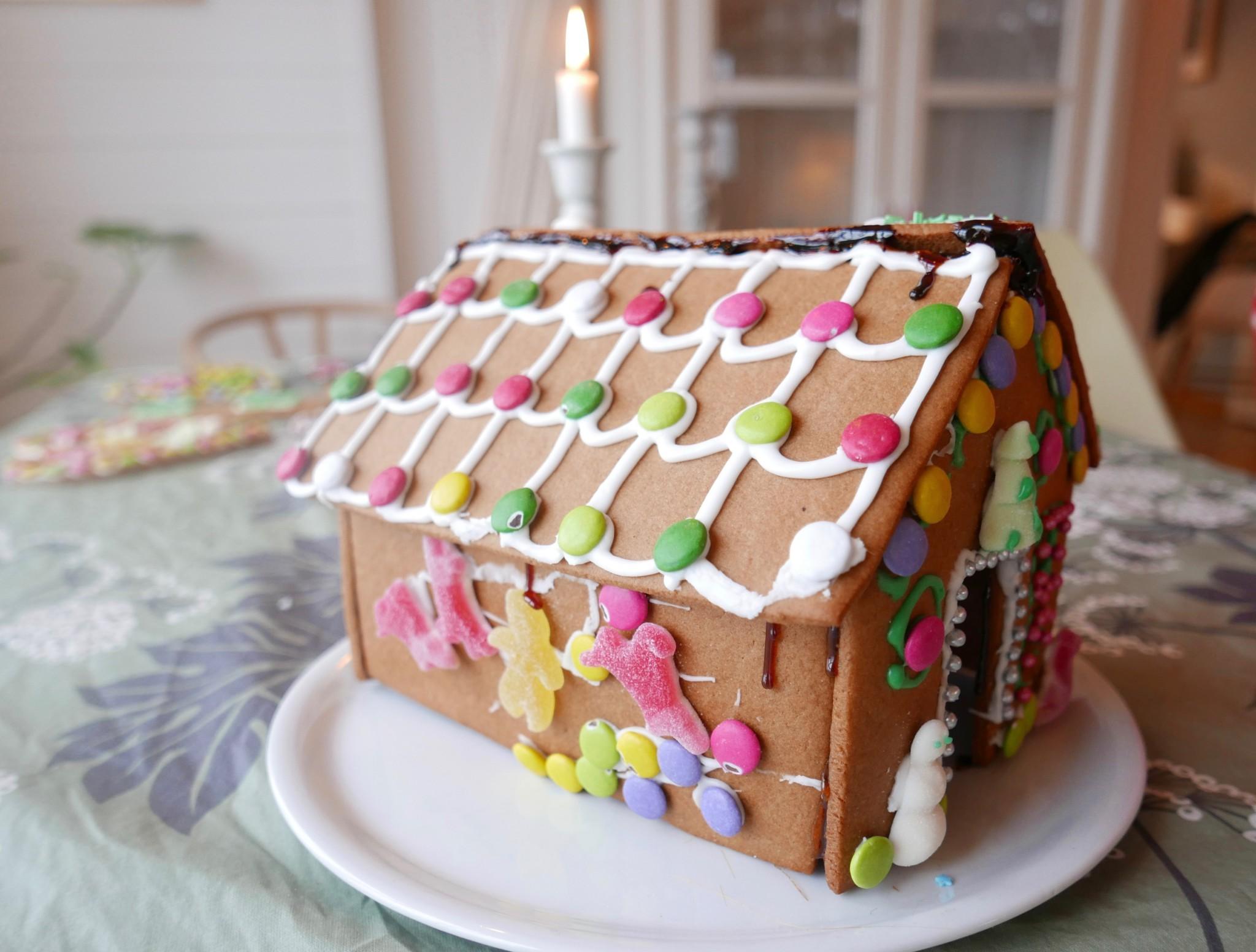 pepperkakehus-gingerbread-green-house