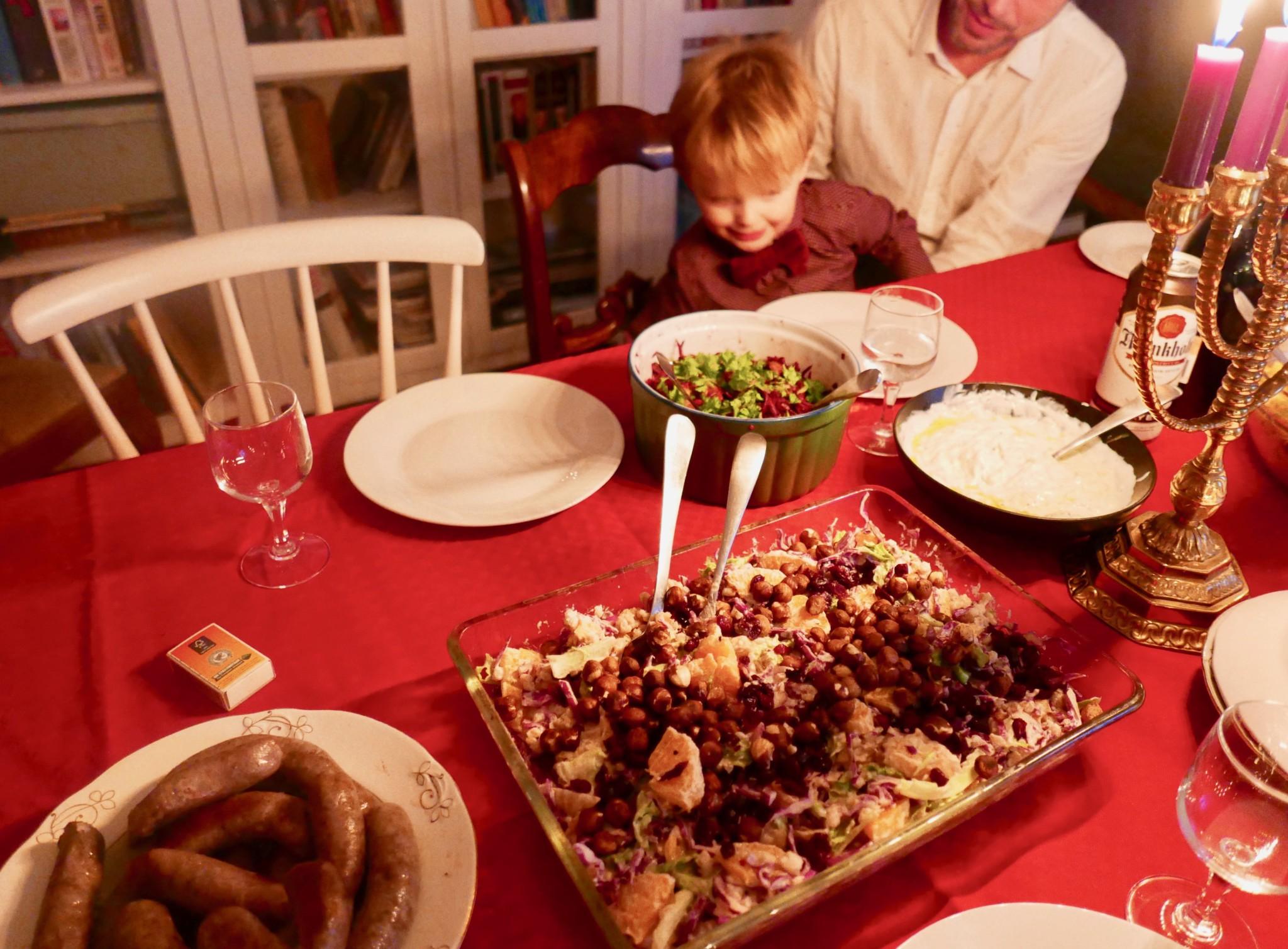 vegansk-julesalat-hjemmelagd-polse