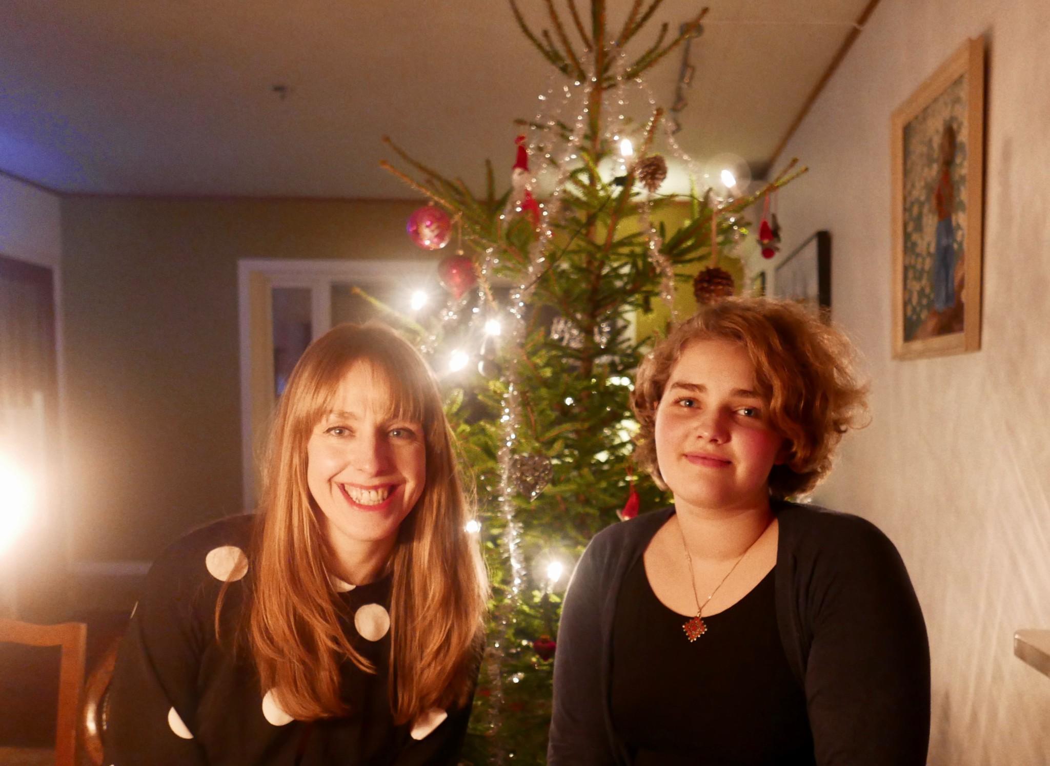 sisters-julaften-christmas