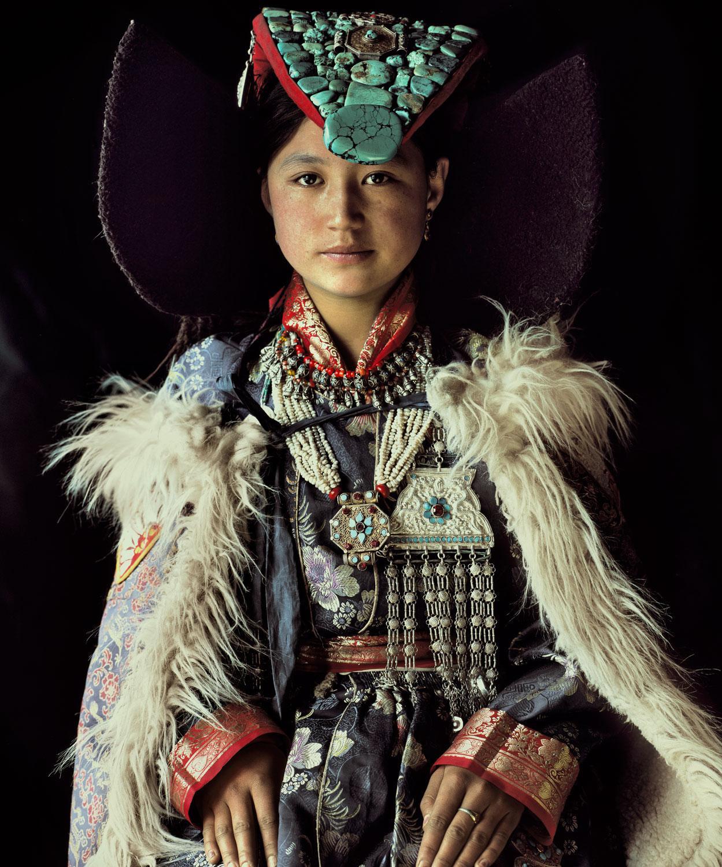perak-lady-lamayuru-monastery-lamayaru-village-ladakh-india-jimmy-nelson