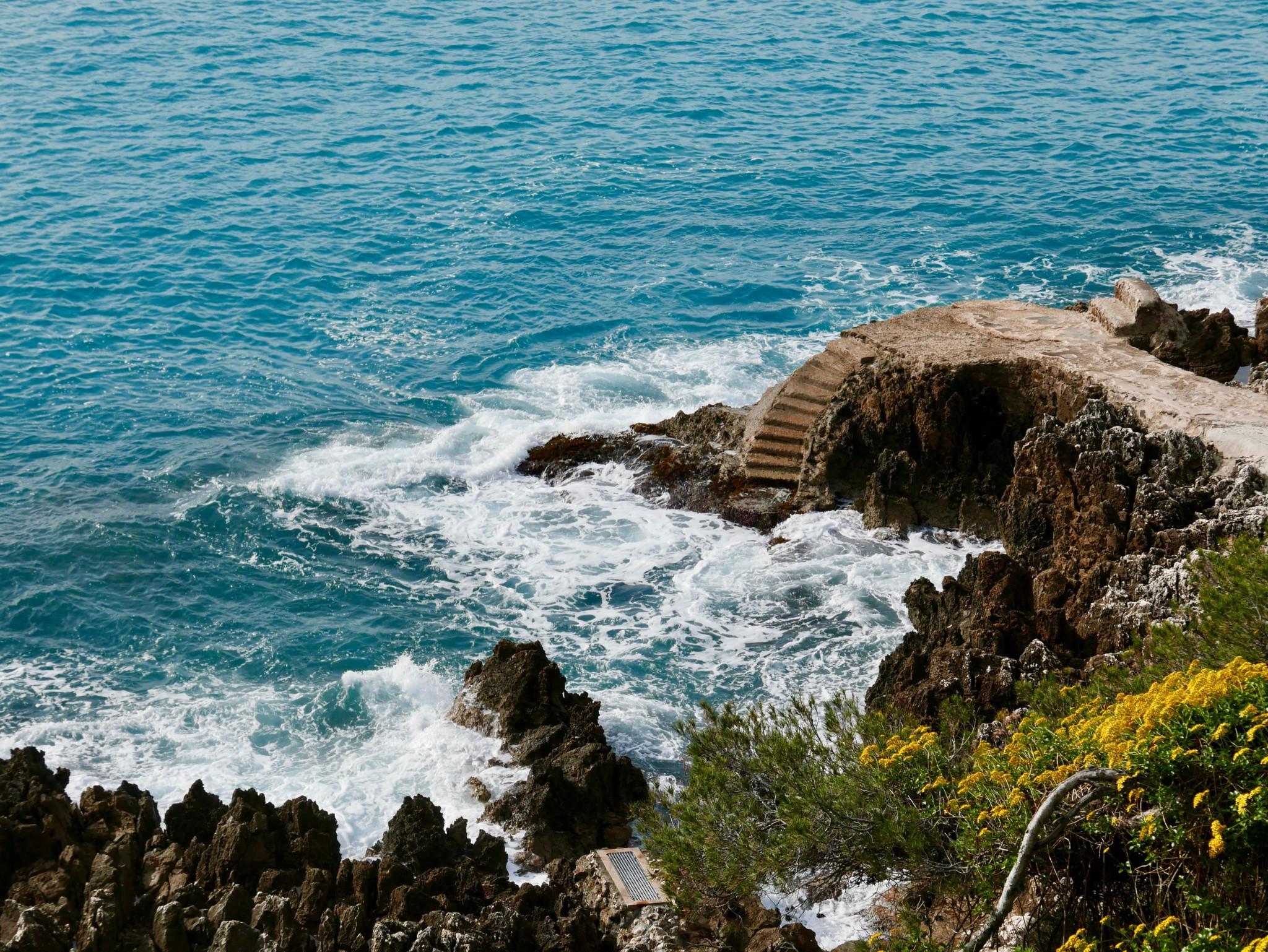 stairs-ocean-cote-azur-middelhavet
