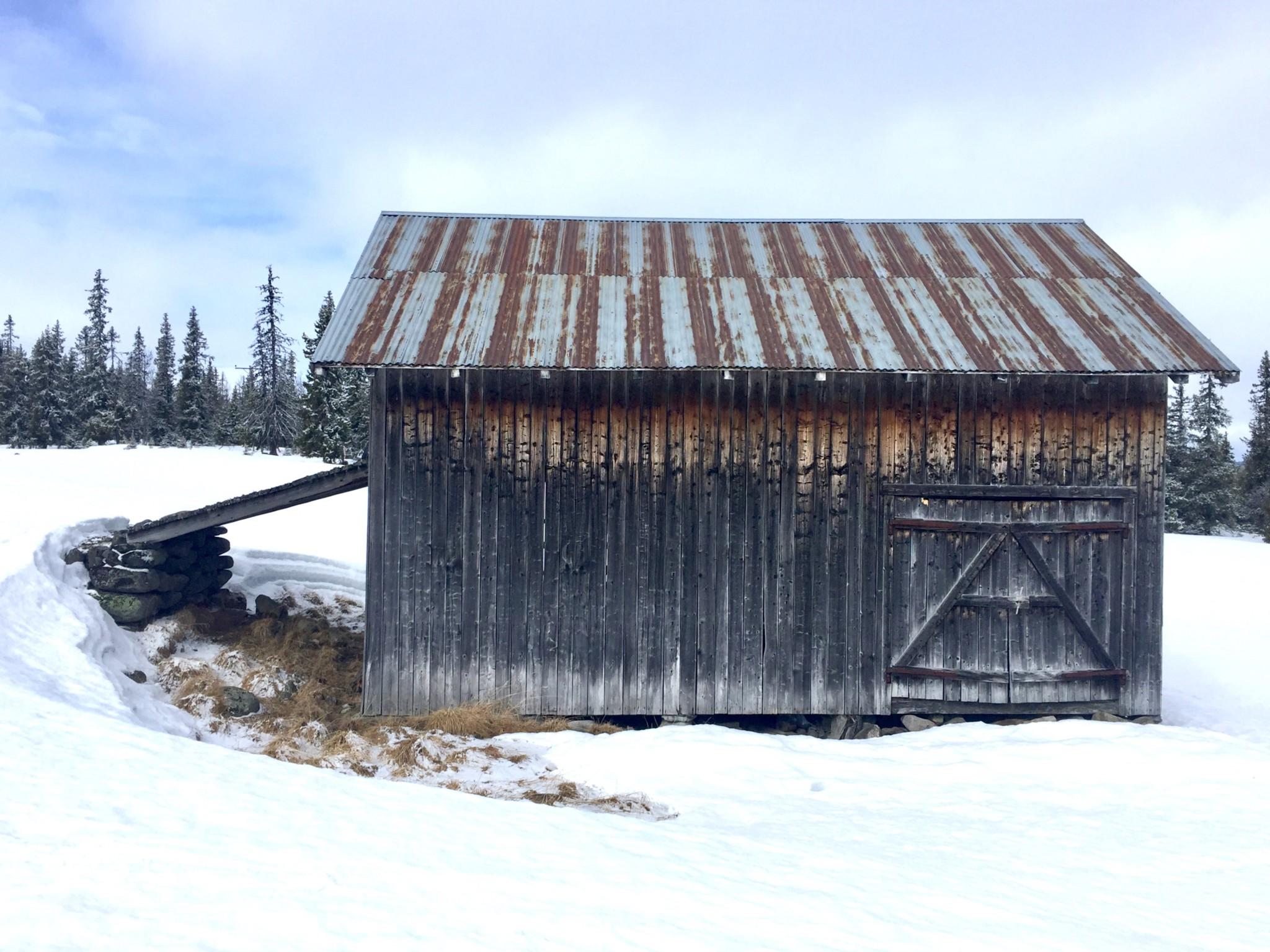 lave-barn-seter-gausdal-snow