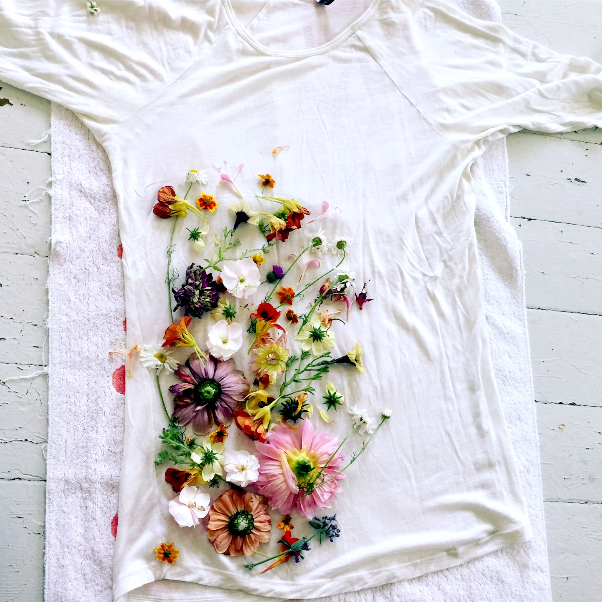 le-backhand-flower-tee-blomsterfesten
