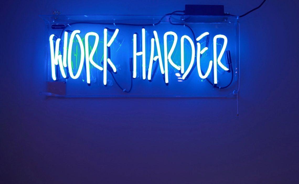 work-harder-neon-sign-arbeidsliv-anja-stang