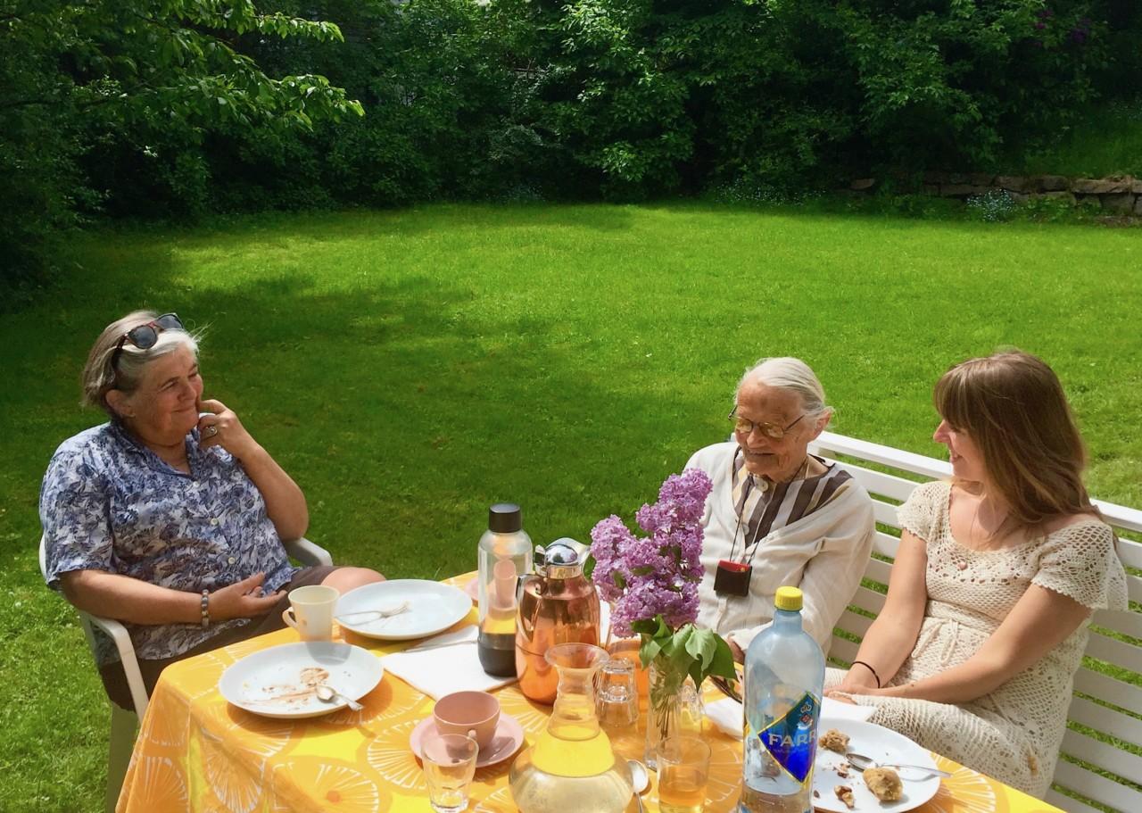 hage-bestemor-oldemor-kake-anja-stang
