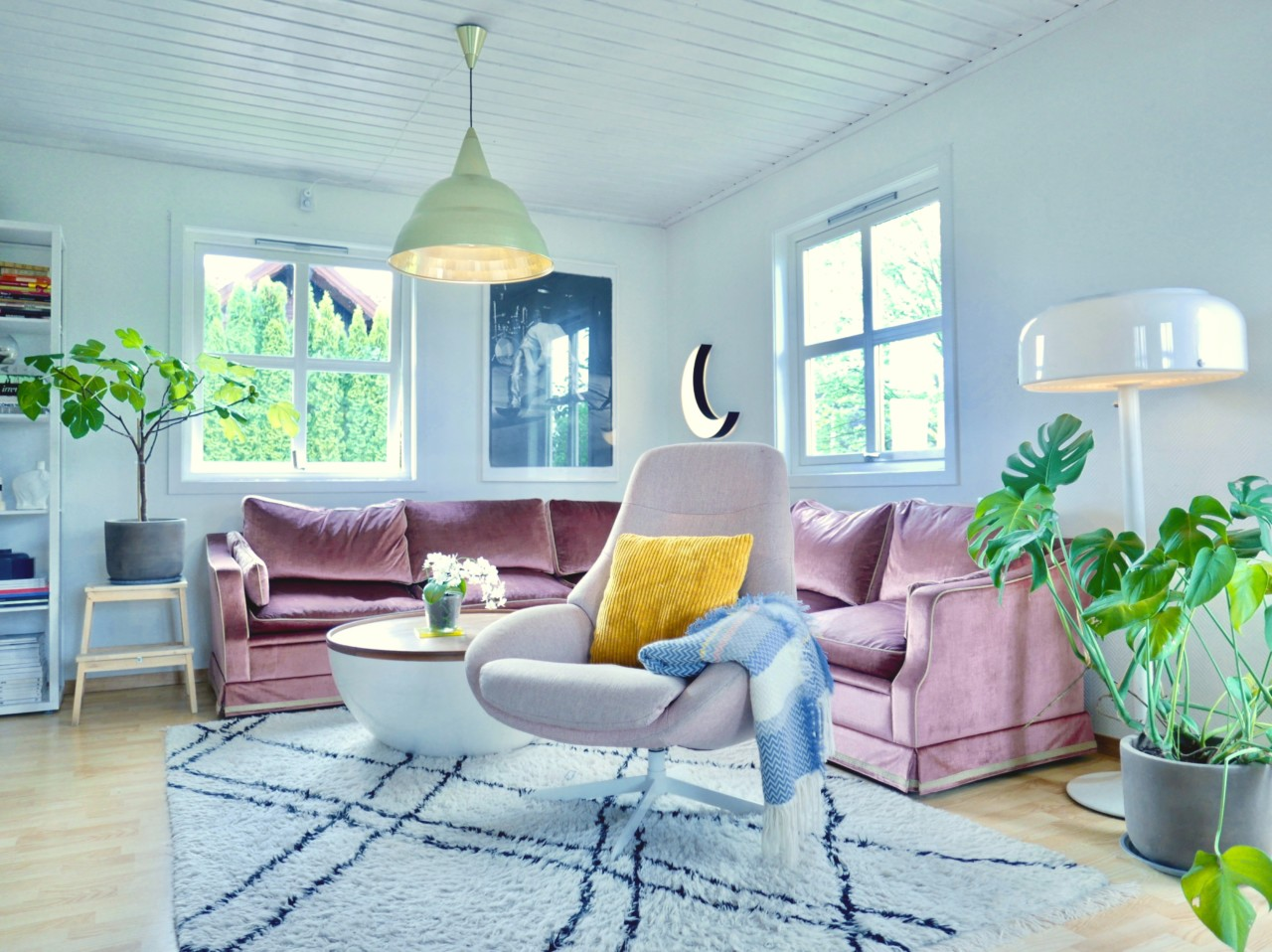 stue-living-room-garden-green-house-velvet-sofa