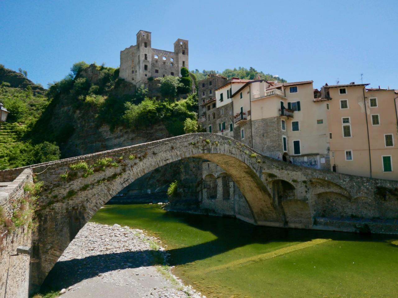 il-borgo-dolceacqua-italia-green-water-anja-stang