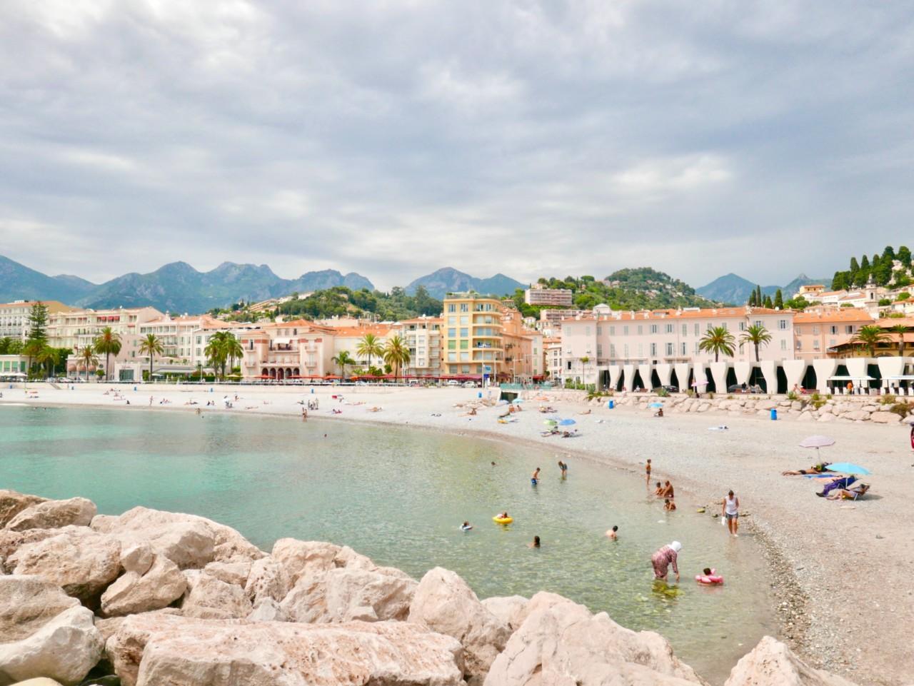 rullesteinsstranden-menton-plage-public-beach-green-house