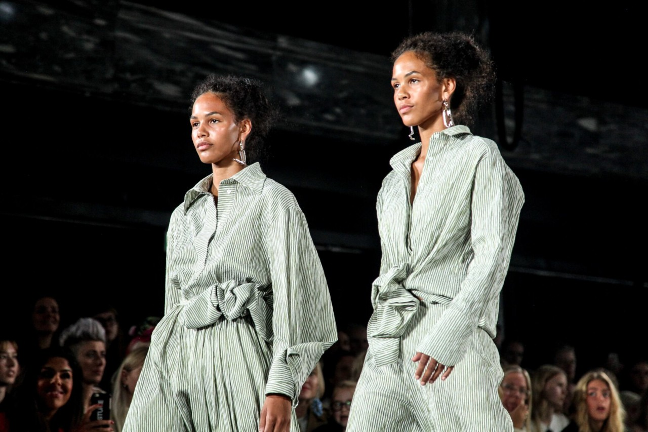 moire-ss18-oslo-runway-twins-green-house