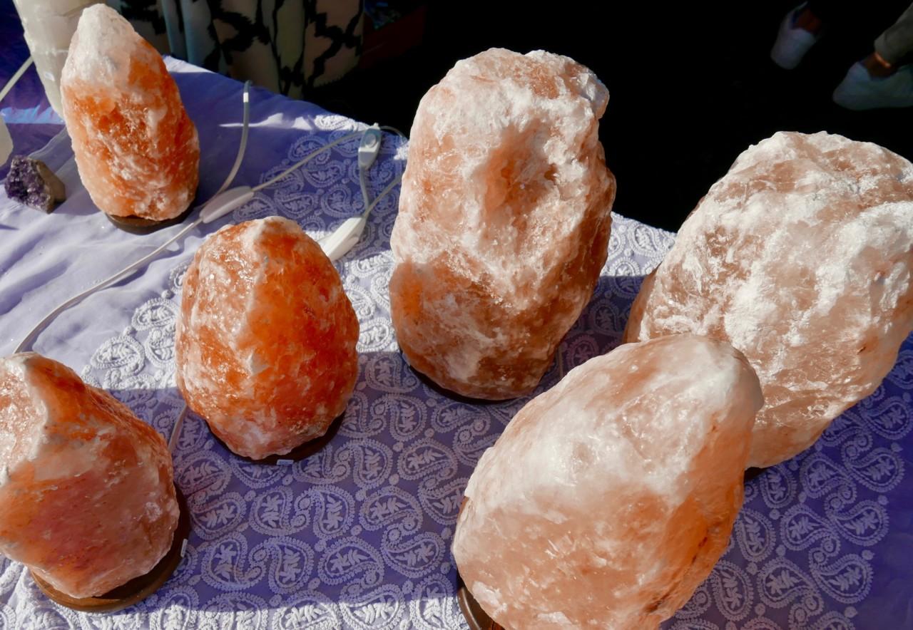 salt-krystall-lamper-hellviktangen-gronn-festival