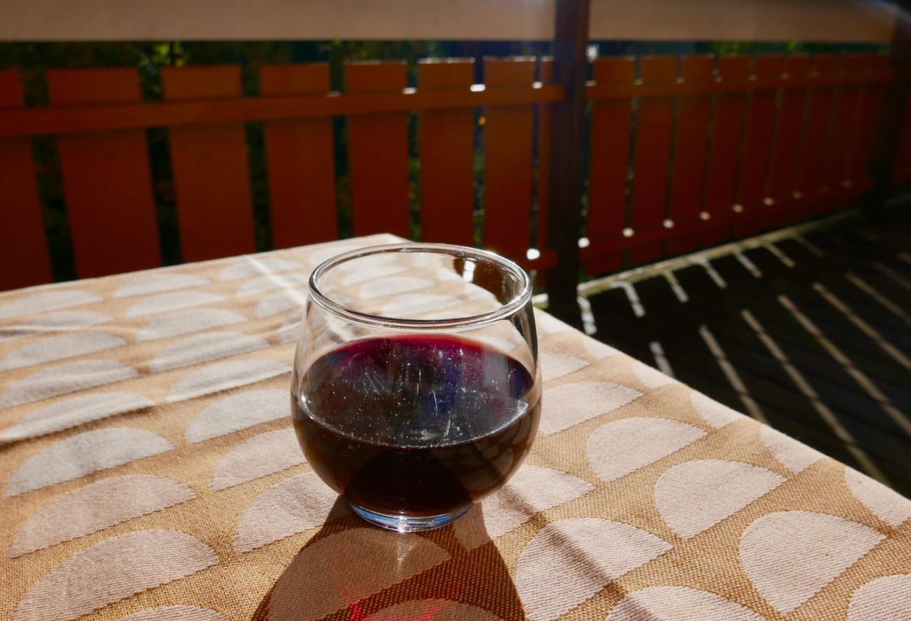 asinoi-red-wine-naken-vin-anja-stang