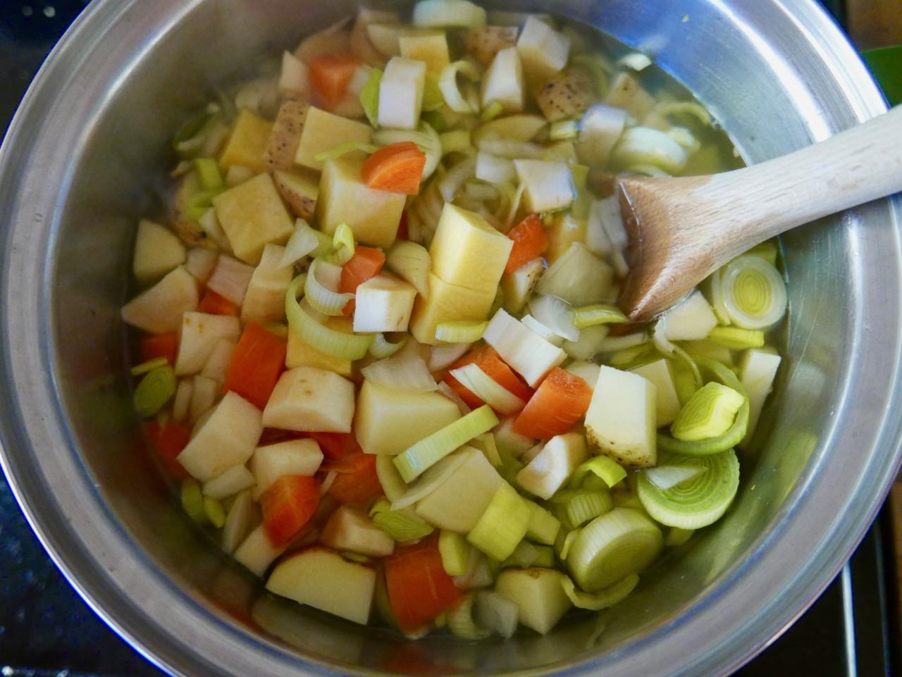 gronnsaker-suppe-vegetable-soup-green-house