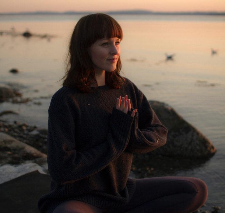 yoga-ved-vannkanten-karen-rosenberg-olsen