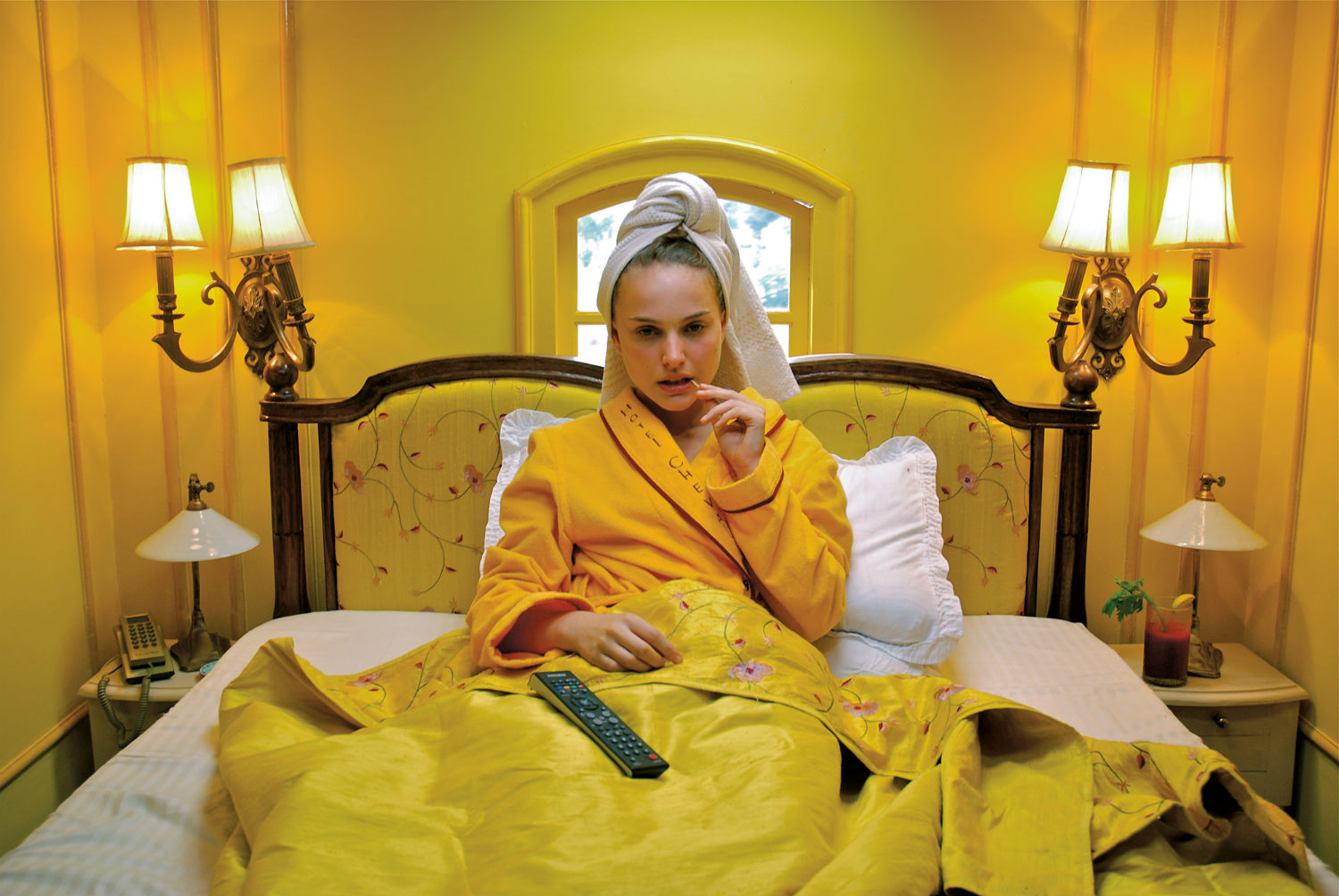 wes-anderson-darjeeling-limited-natalie-portman-yellow-gult-green-house