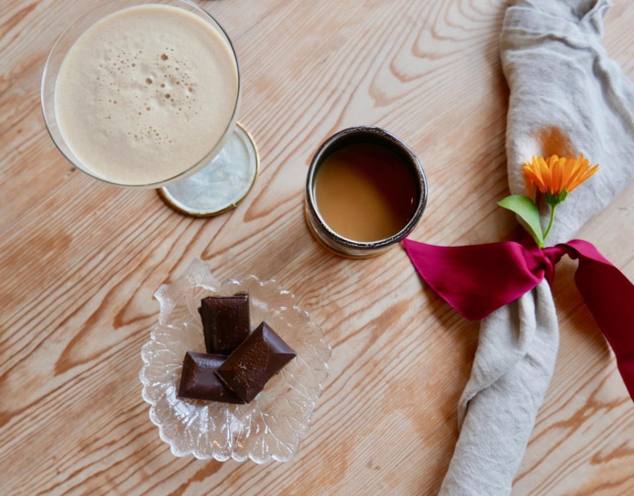 espresso-martini-gjenbruk-champagne-glass-bordbrikker-loppemarked