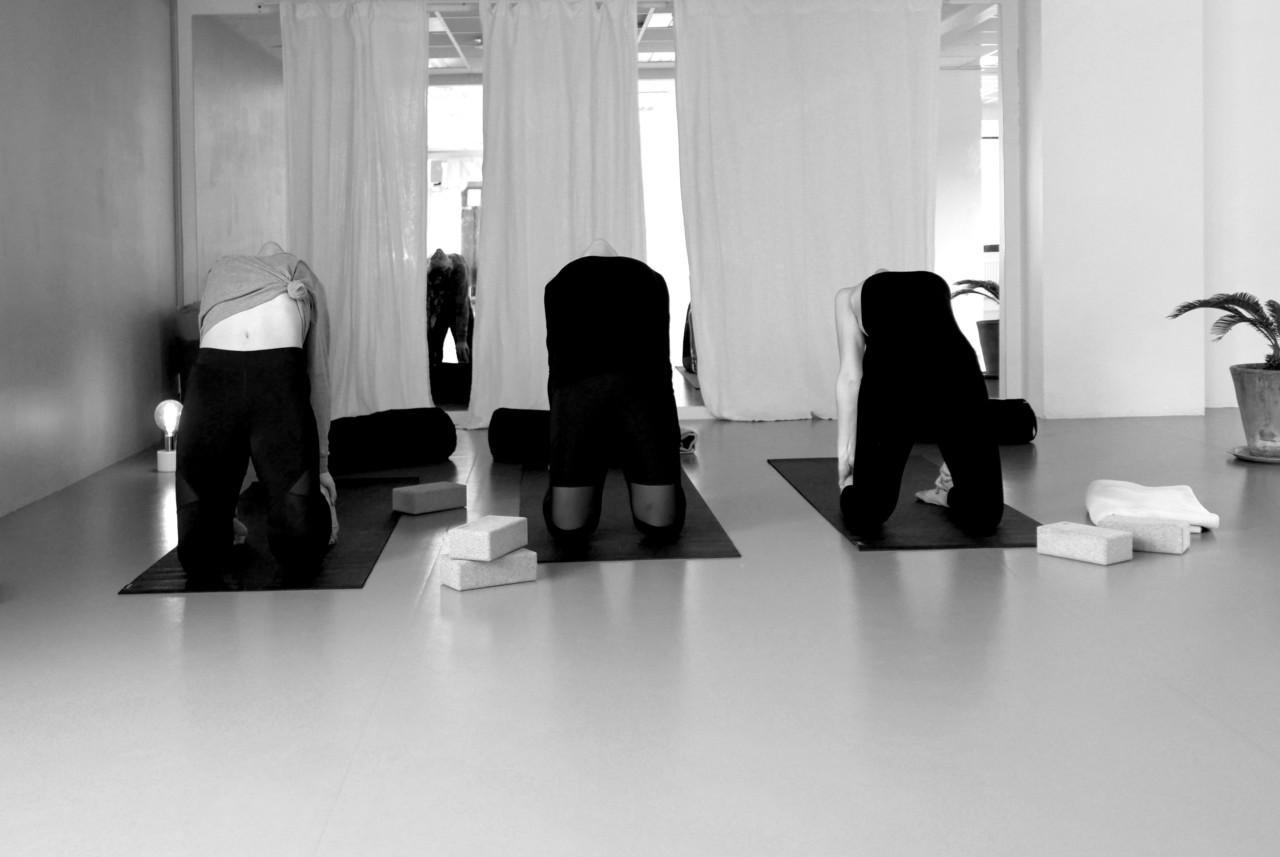 camel-pose-yoga-flyt-studio-green-house