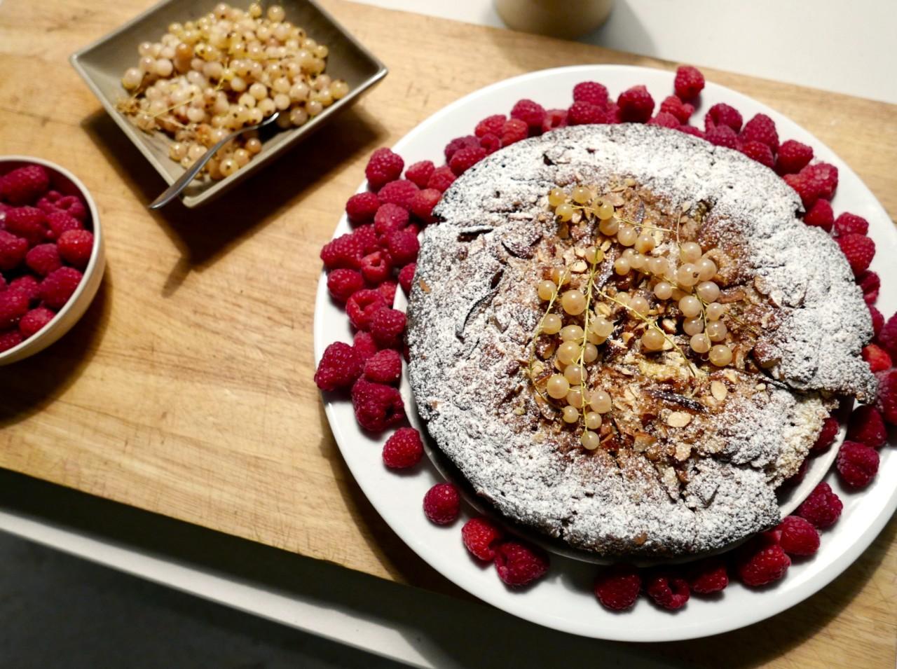 okologisk-kake-bringebar-servering-duftkurs-naturales-green-house