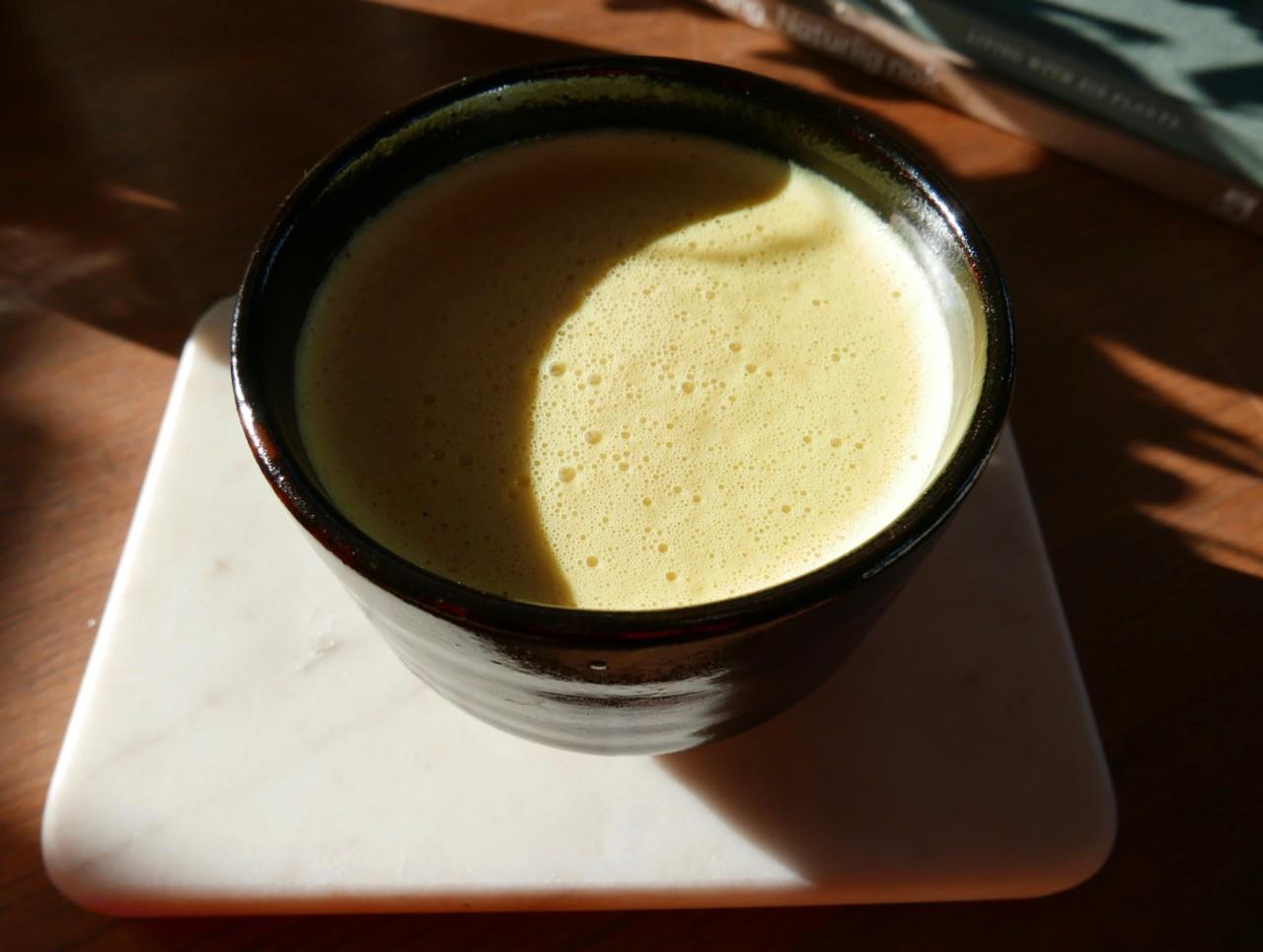 vinter-lys-sol-golden-milk-gurkemeie-latte-kose-drikk