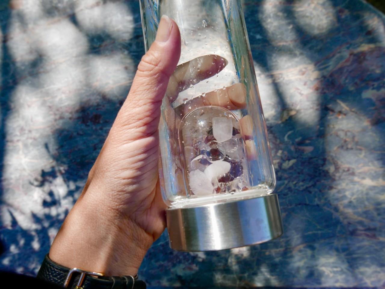 krystall-vann-flaske-gemwater-bottle-green-house
