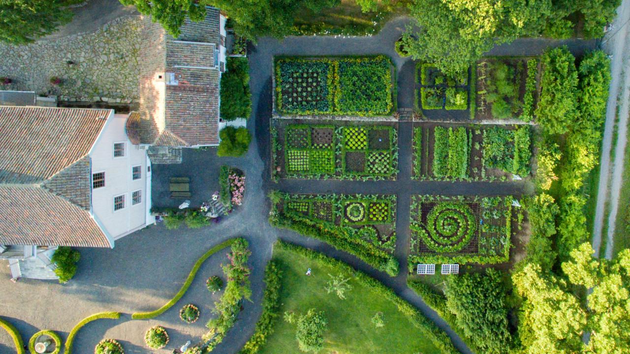dronefoto-hovelsrud-hagen-helgoya-green-house