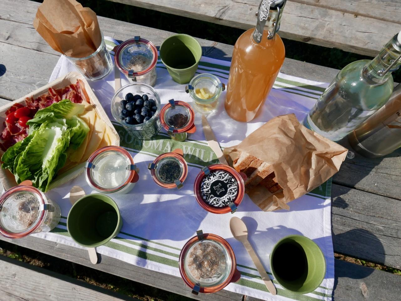frokost-i-sommerfjoset-hovelsrud-helgoya-green-house