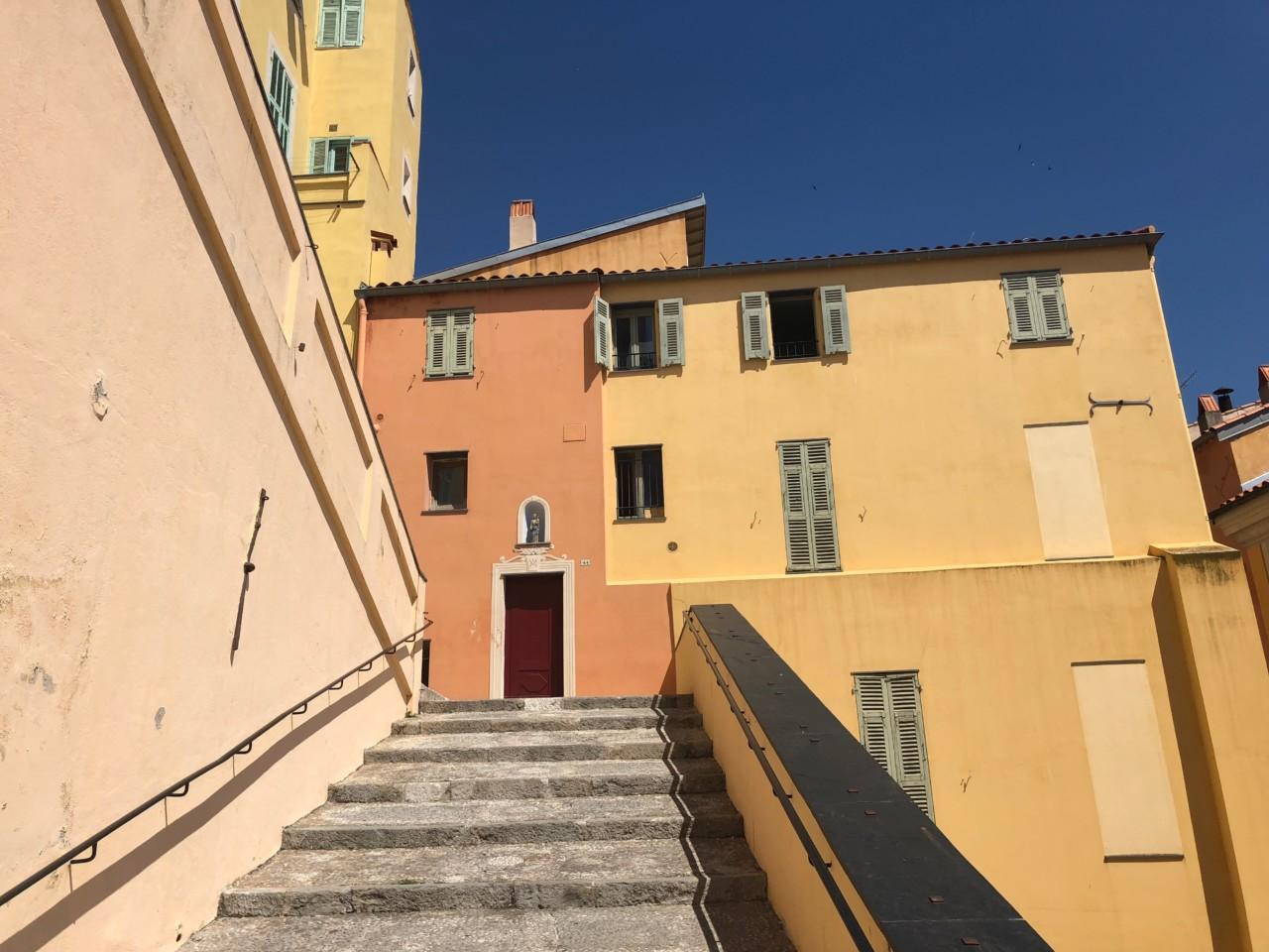 vakre-farger-gamlebyen-menton-green-house