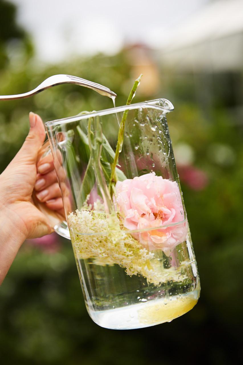 blomster-saft-rasa-naturales-kristin-svanaes-soot-green-house