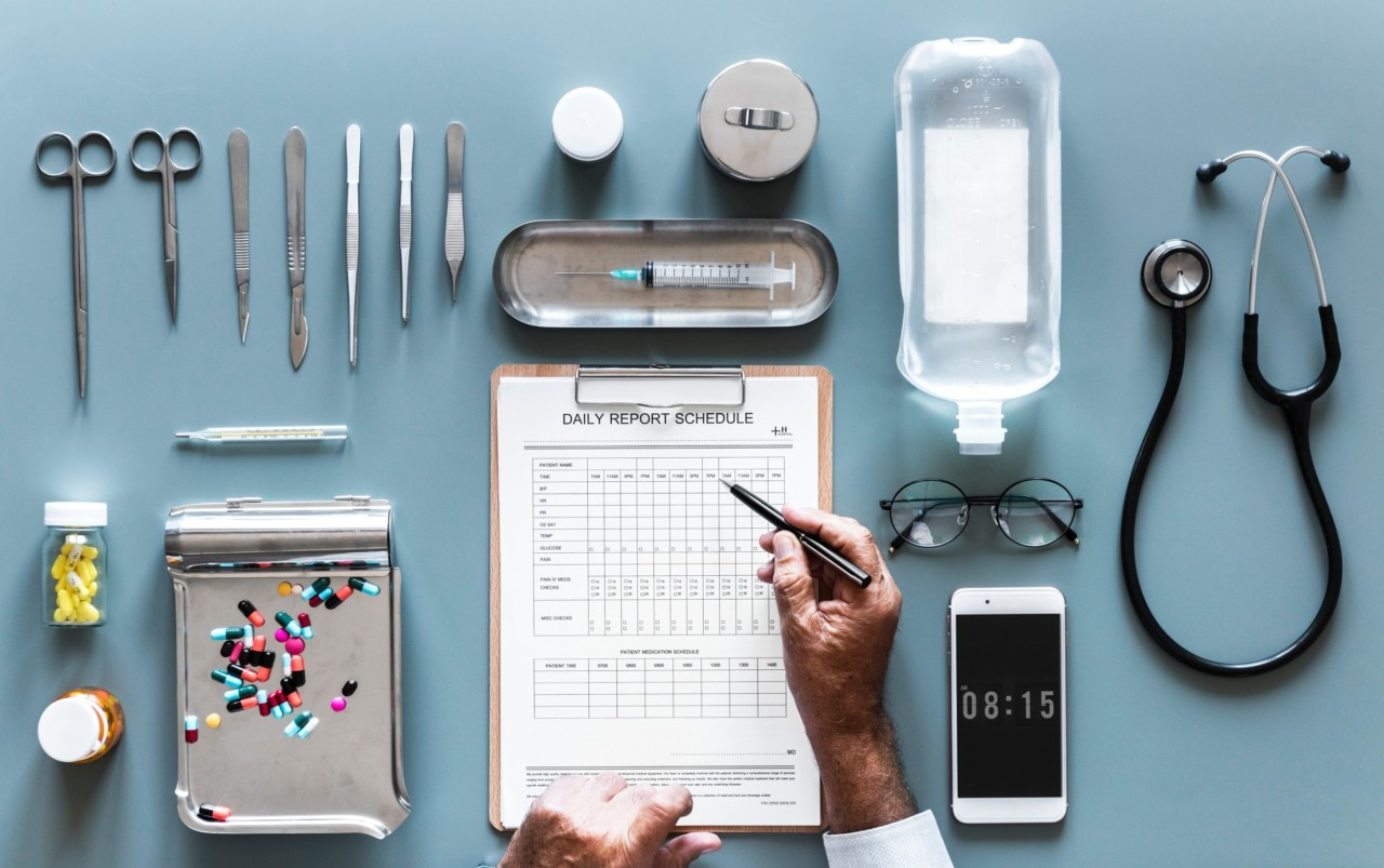 plastisk-kirurgi-redskaper-injeksjoner-a-ordet-unsplash