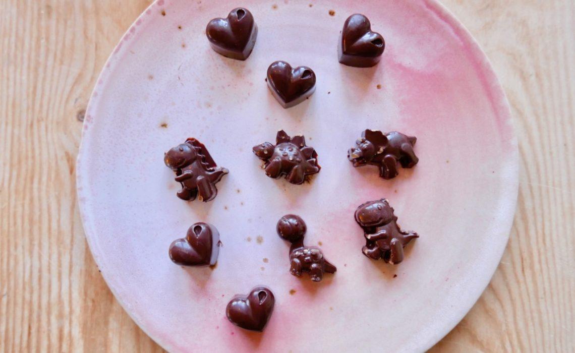 hjemmelaget-konfekt-jul-rasjokolade-kakaomasse-dinosaurer-green-world-kaffe