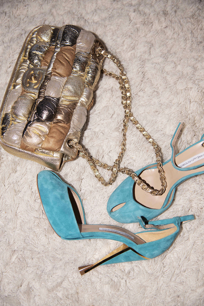 stilleben-accessories-ma-vintage-chanel-bag-green-house