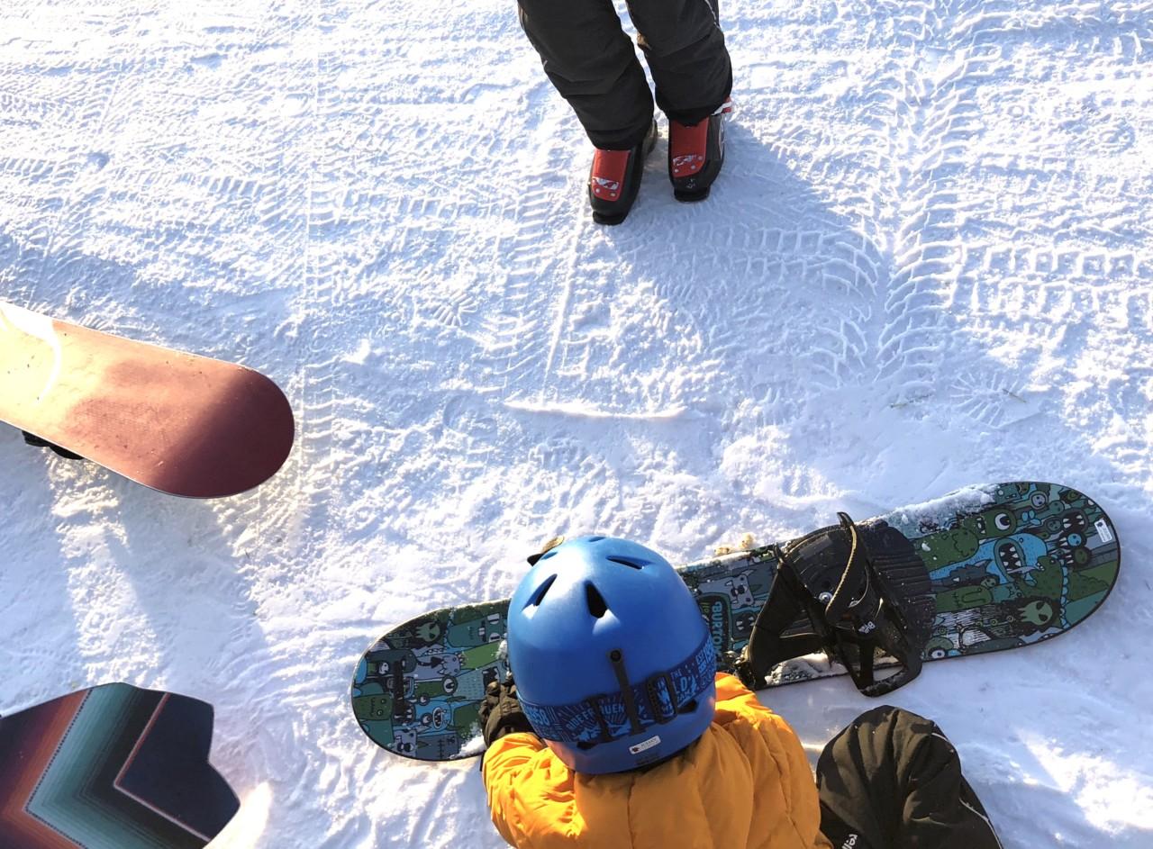 snowboard-boys-babes-gutt-burton-vinter-sport-green-house