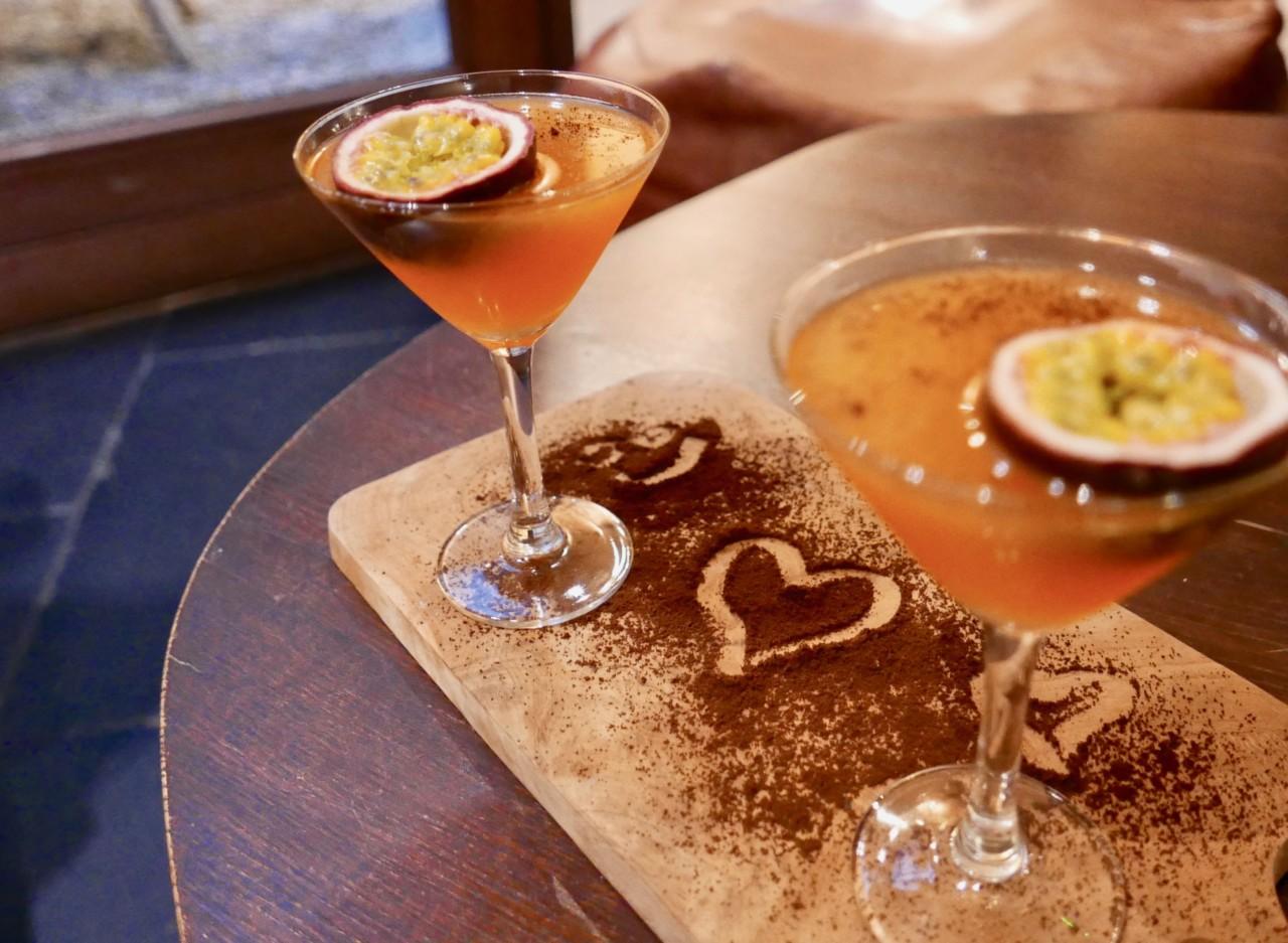 au-revoir-hidden-hotel-paris-cocktail-pasjonsfrukt