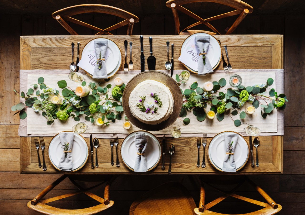 table-setting-community-identitet-gronne-grep-unsplash
