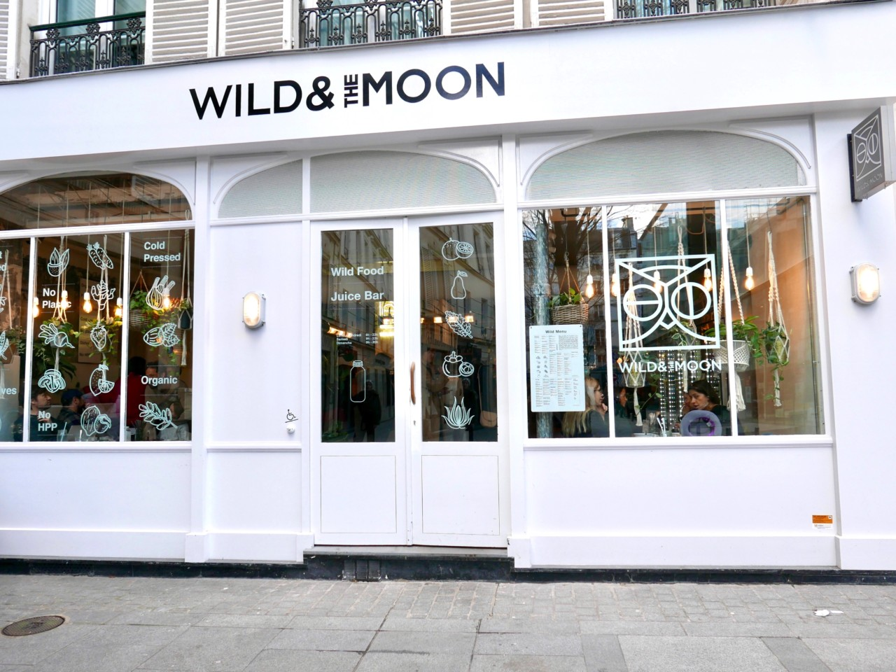 wild-and-the-moon-juice-bar-plantebasert-paris