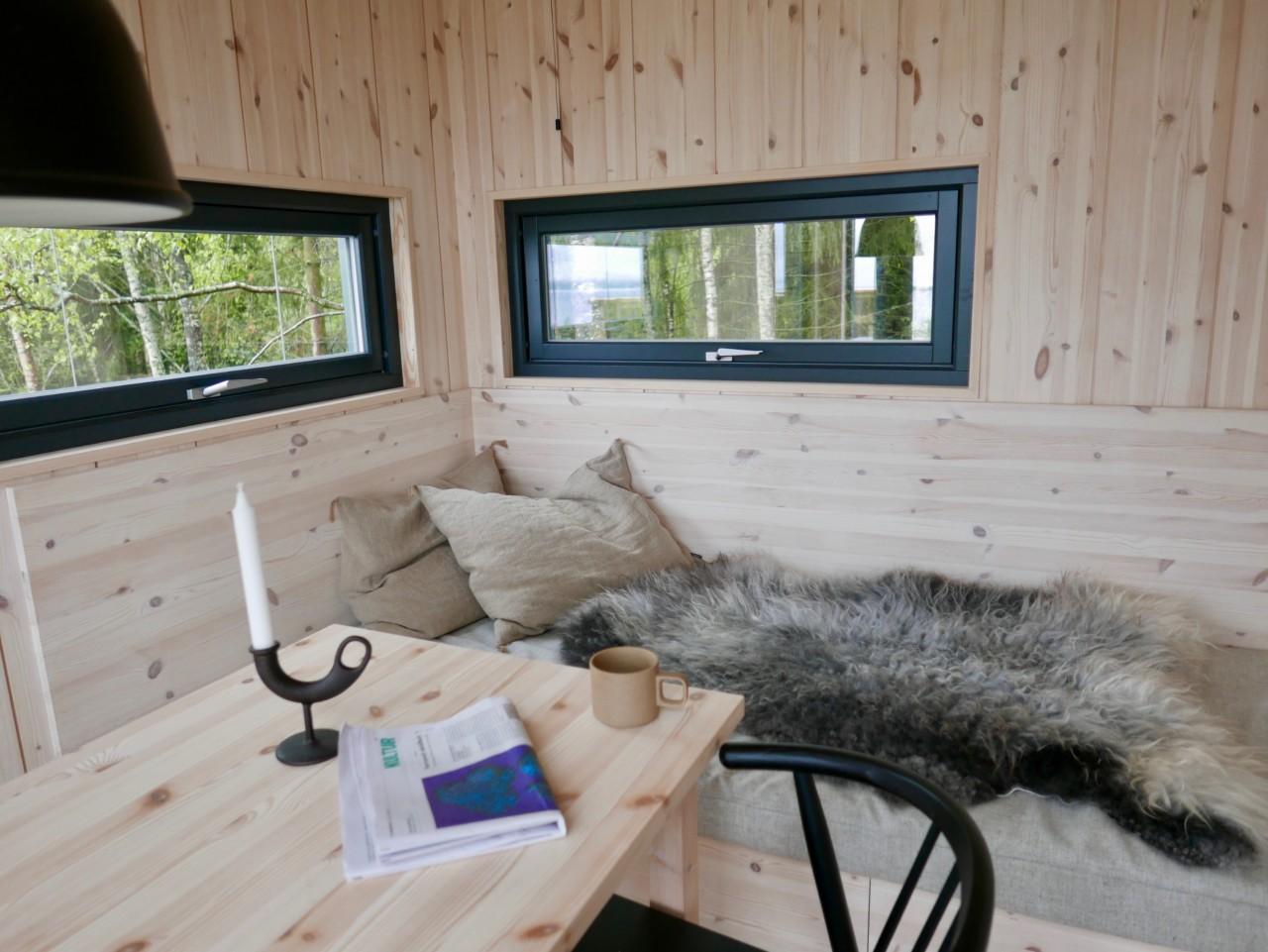 sofakrok-stue-kjokken-toten-tretopp-hytte