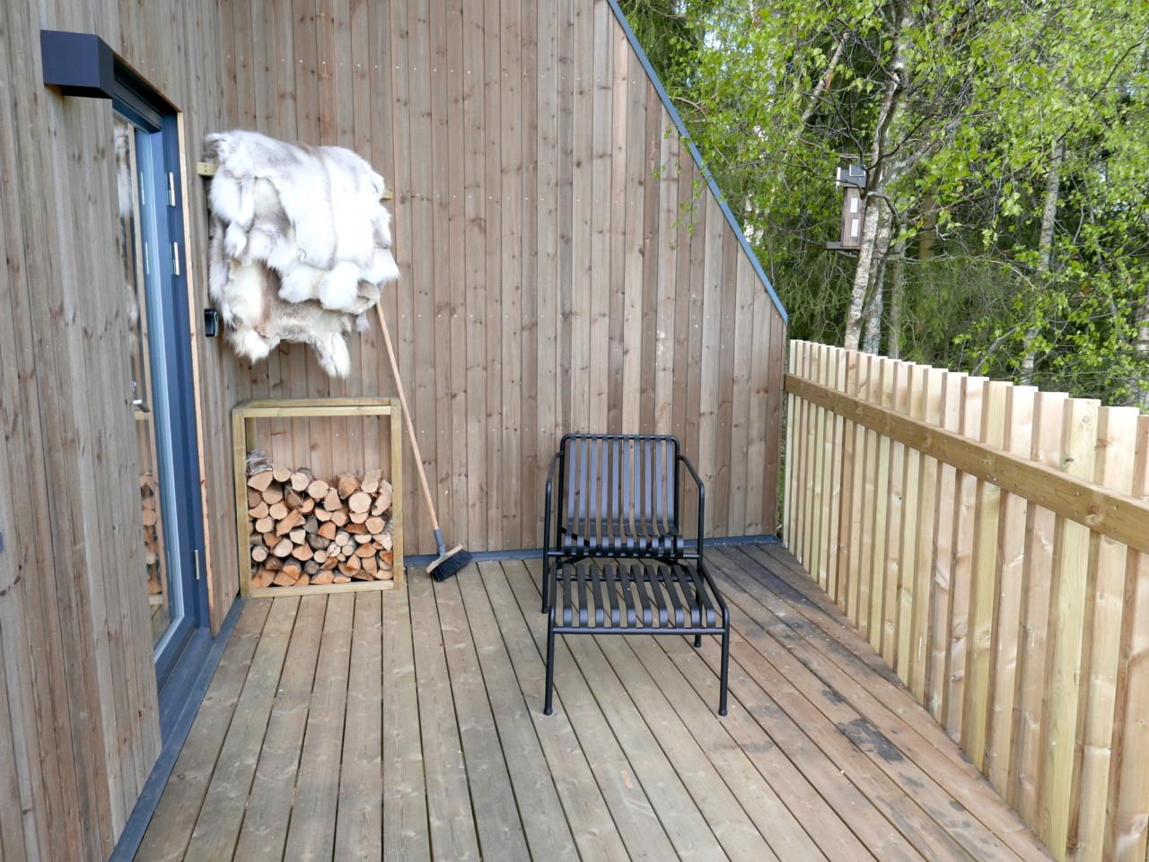 terrasse-toten-tretopphytte-reinsdyrskinn-green-house