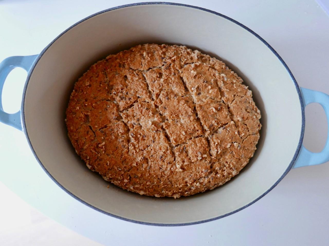 eltefritt-glutenfritt-brod-stekt-jerngryte-le-creuset