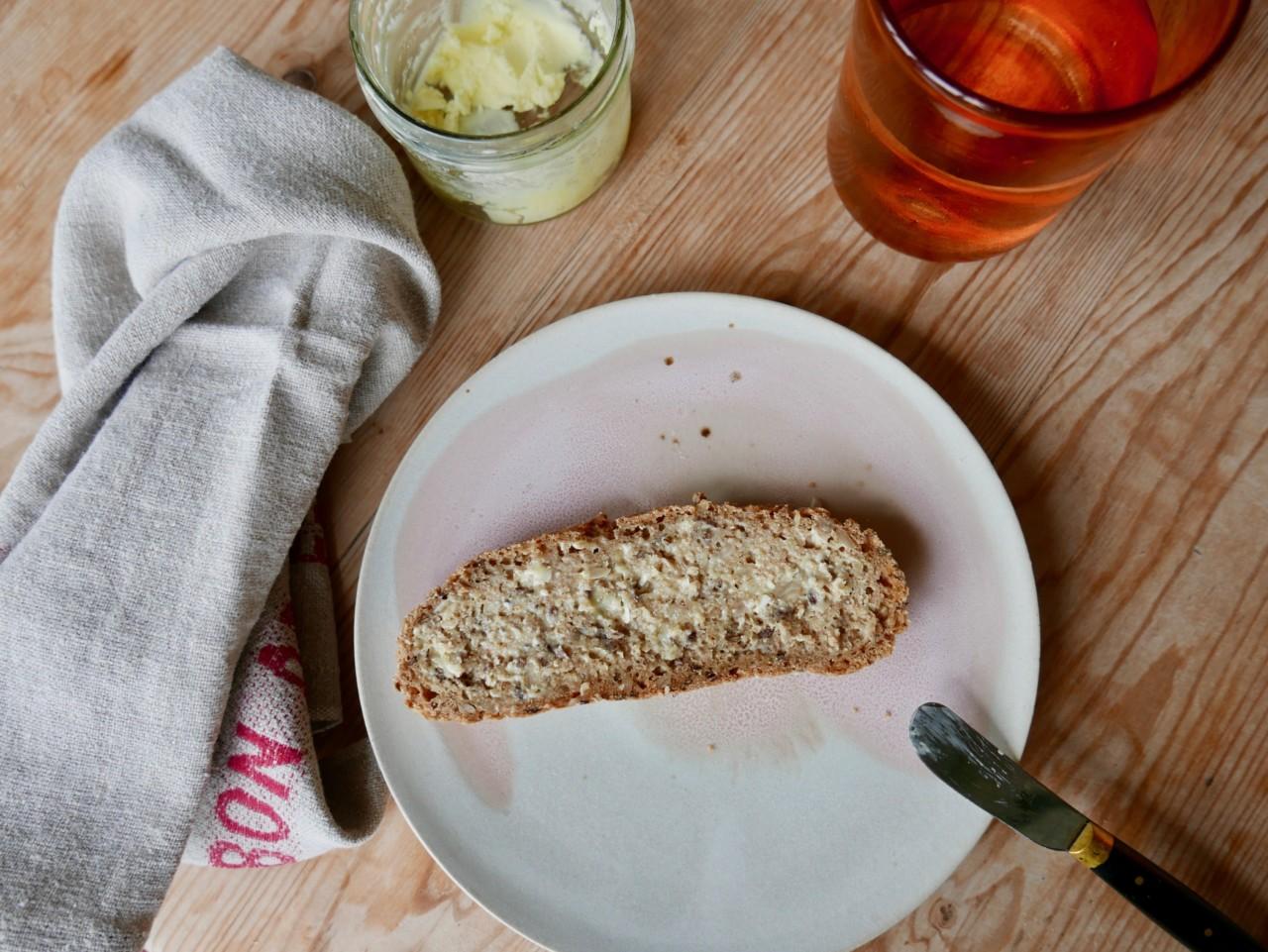 glutenfritt-brod-med-hjemmelaget-smor-det-glutenfrie-verksted