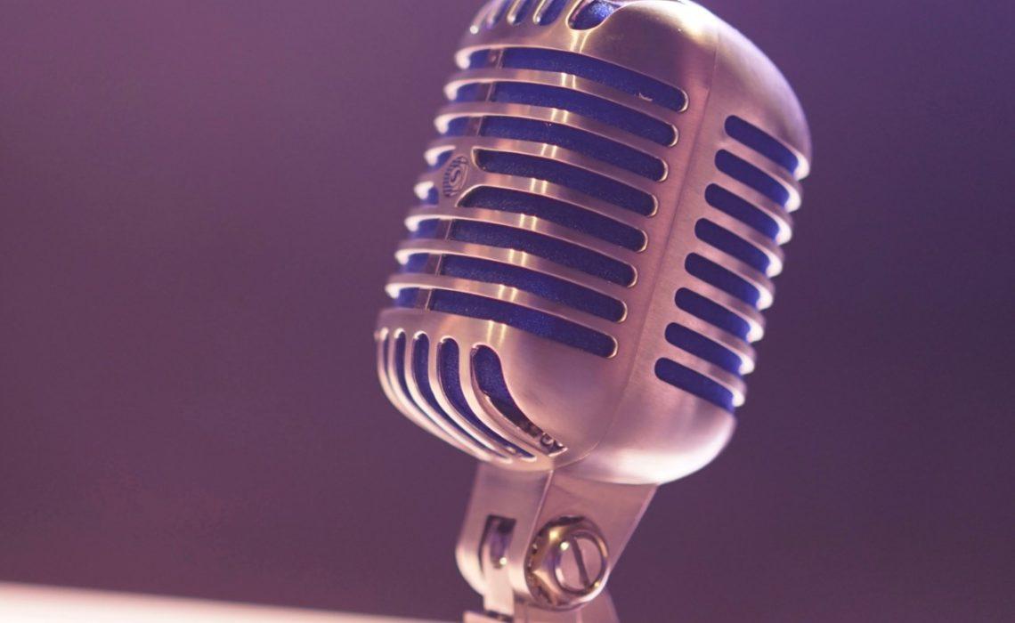 matt-botsford-podcast-selvutvikling-familieliv-mikrofon