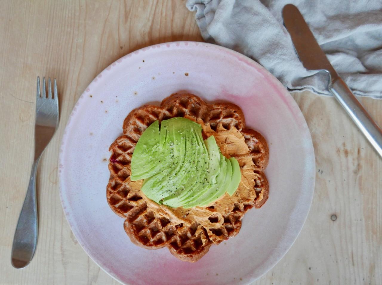banan-vafler-glutenfrie-avokado-hummus