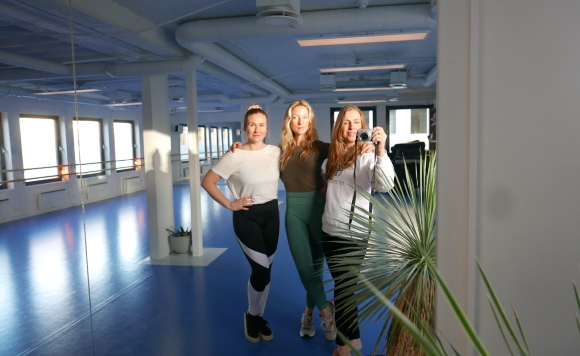 flyt-studio-grundere-nesodden-yoga-blue-room-green-house