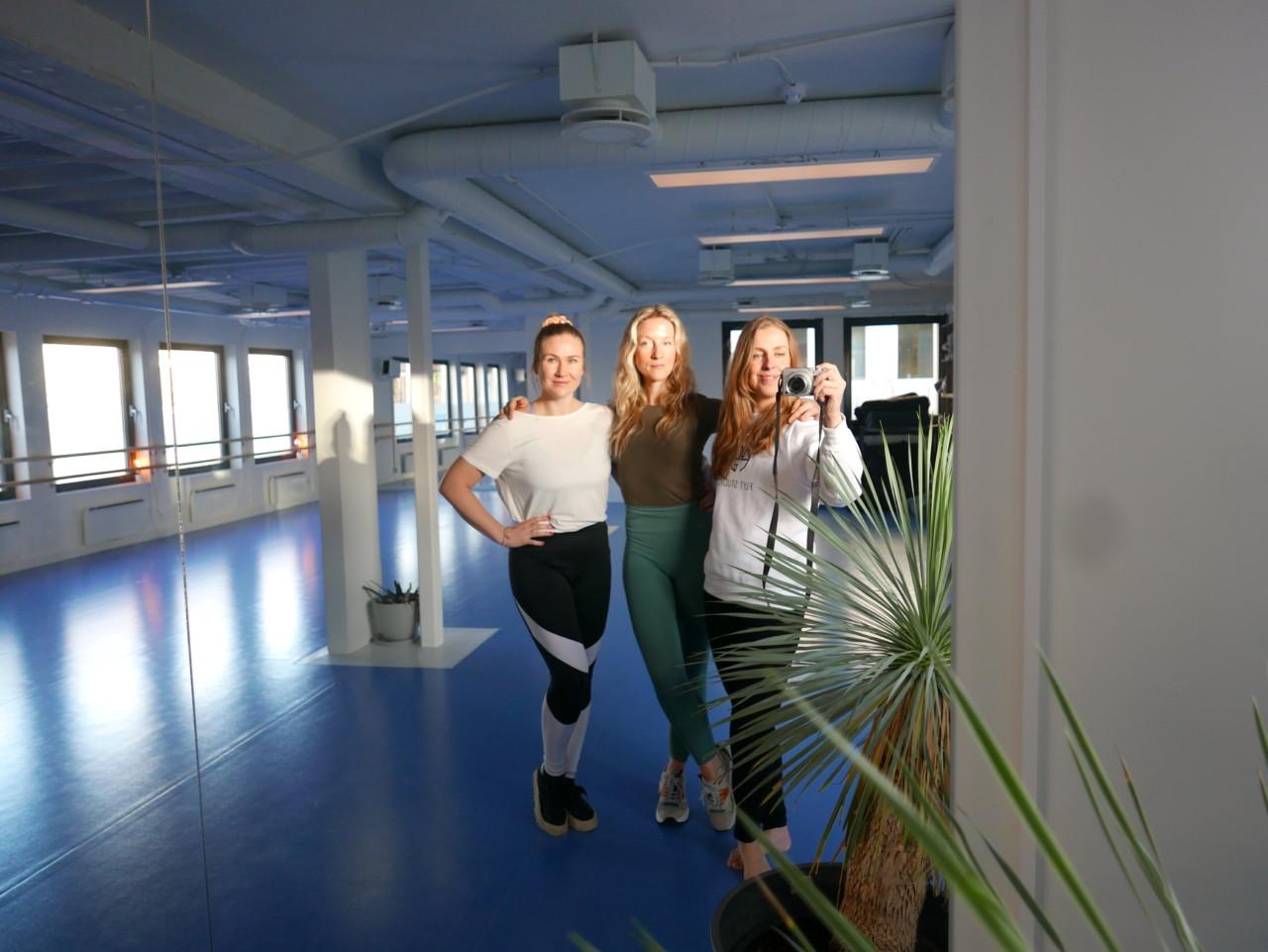 flyt-studio-grundere-nesodden-yoga-blue-room-green-house