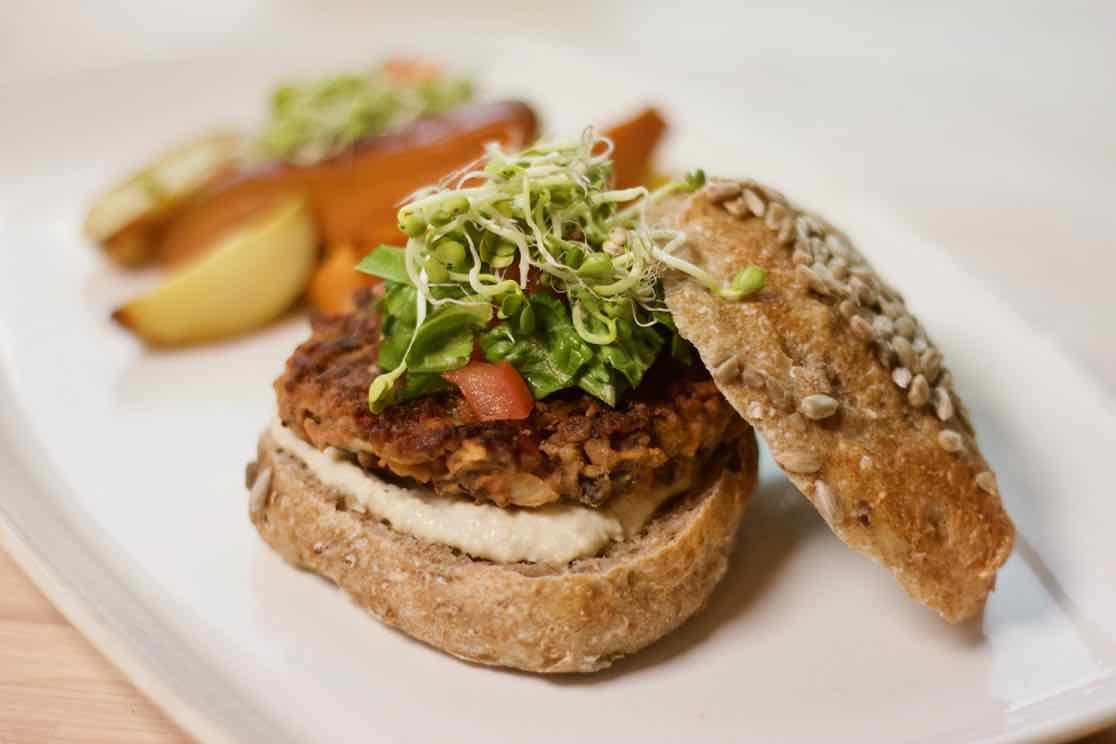 bokhvete-burger-vegansk-mat-umamirama-green-house