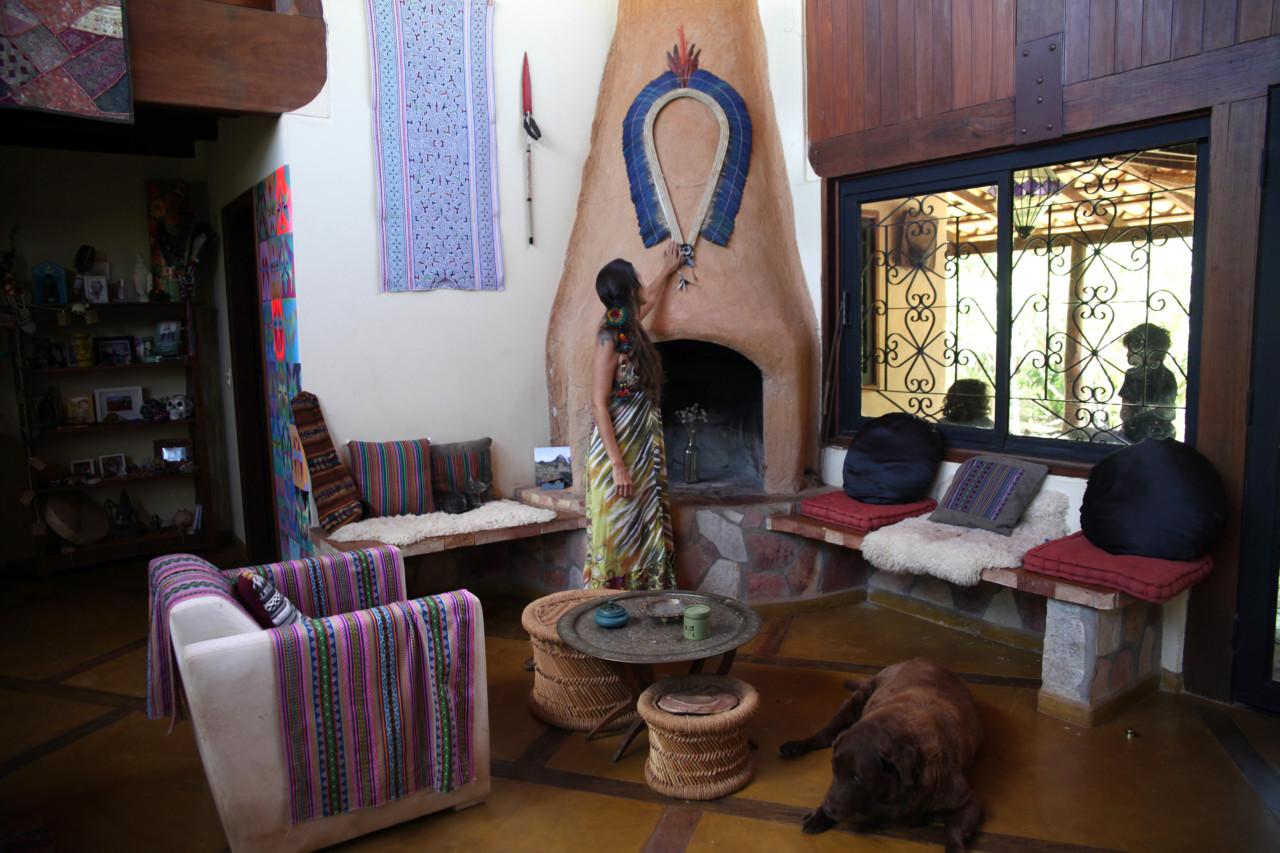 silvia-hennel-woman-fireplace-peis-brasil-stue-interior
